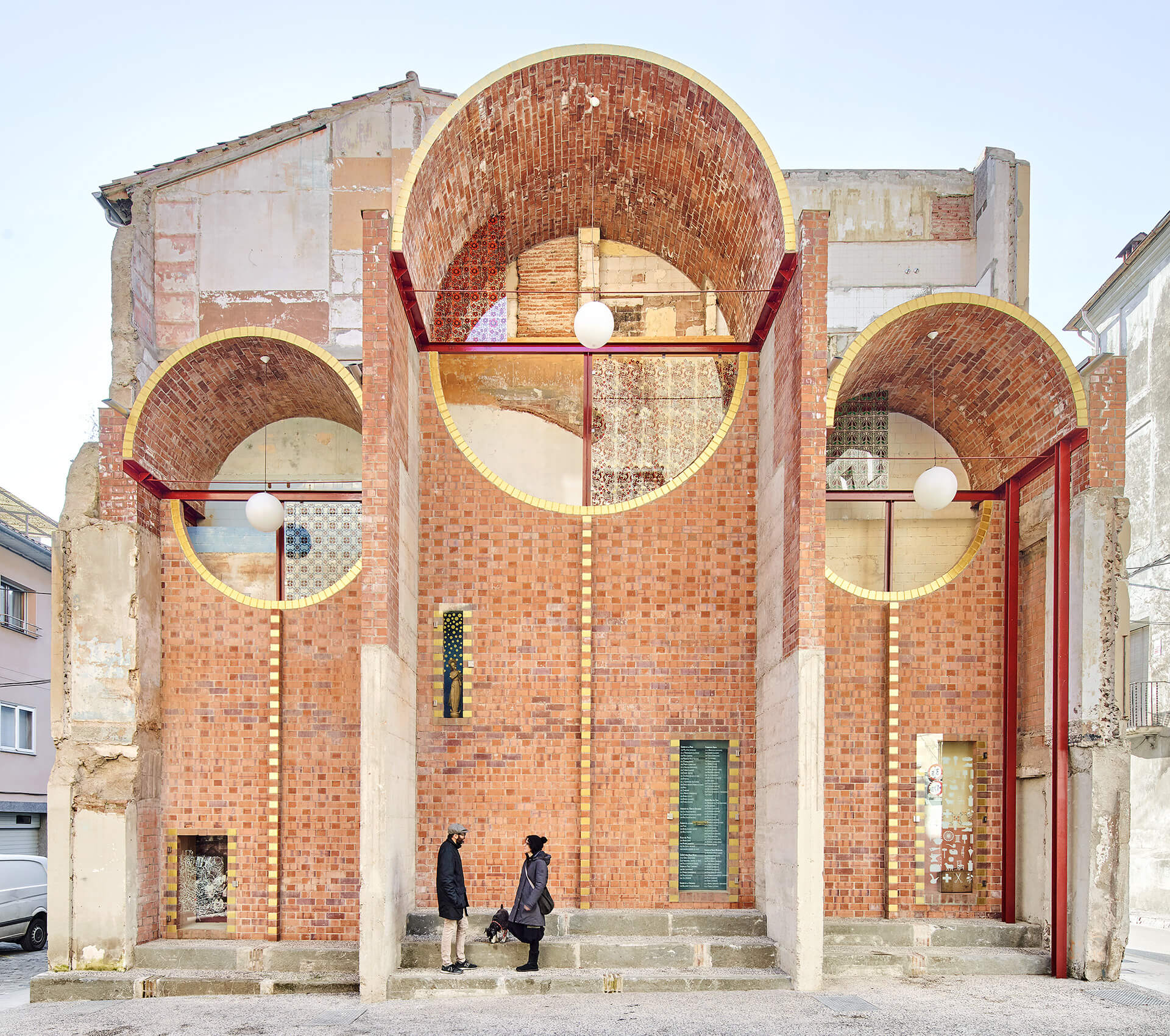 Three brick vaults and four niches make up the facade | Can Sau Emergency Scenery | unparelld'arquitectes | STIRworld