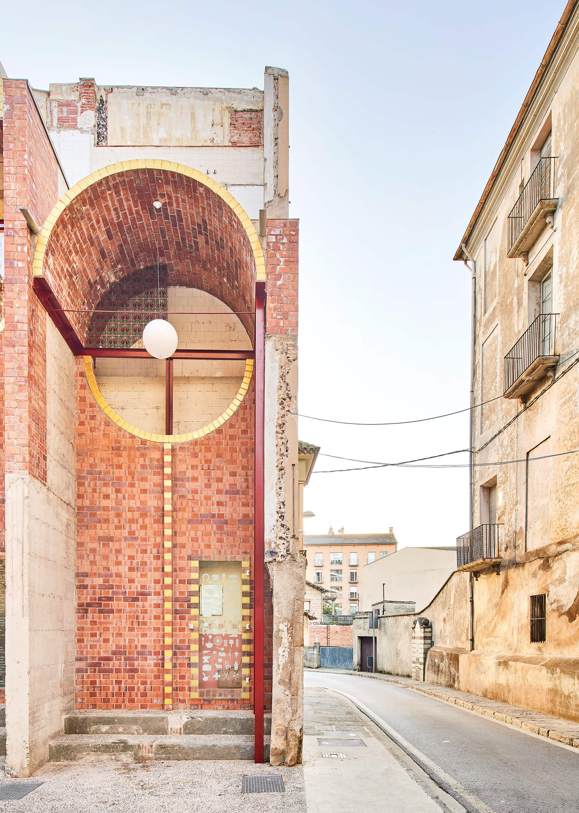 The facade and the adjoining street | Can Sau. Emergency Scenery | unparelld'arquitectes | STIRworld