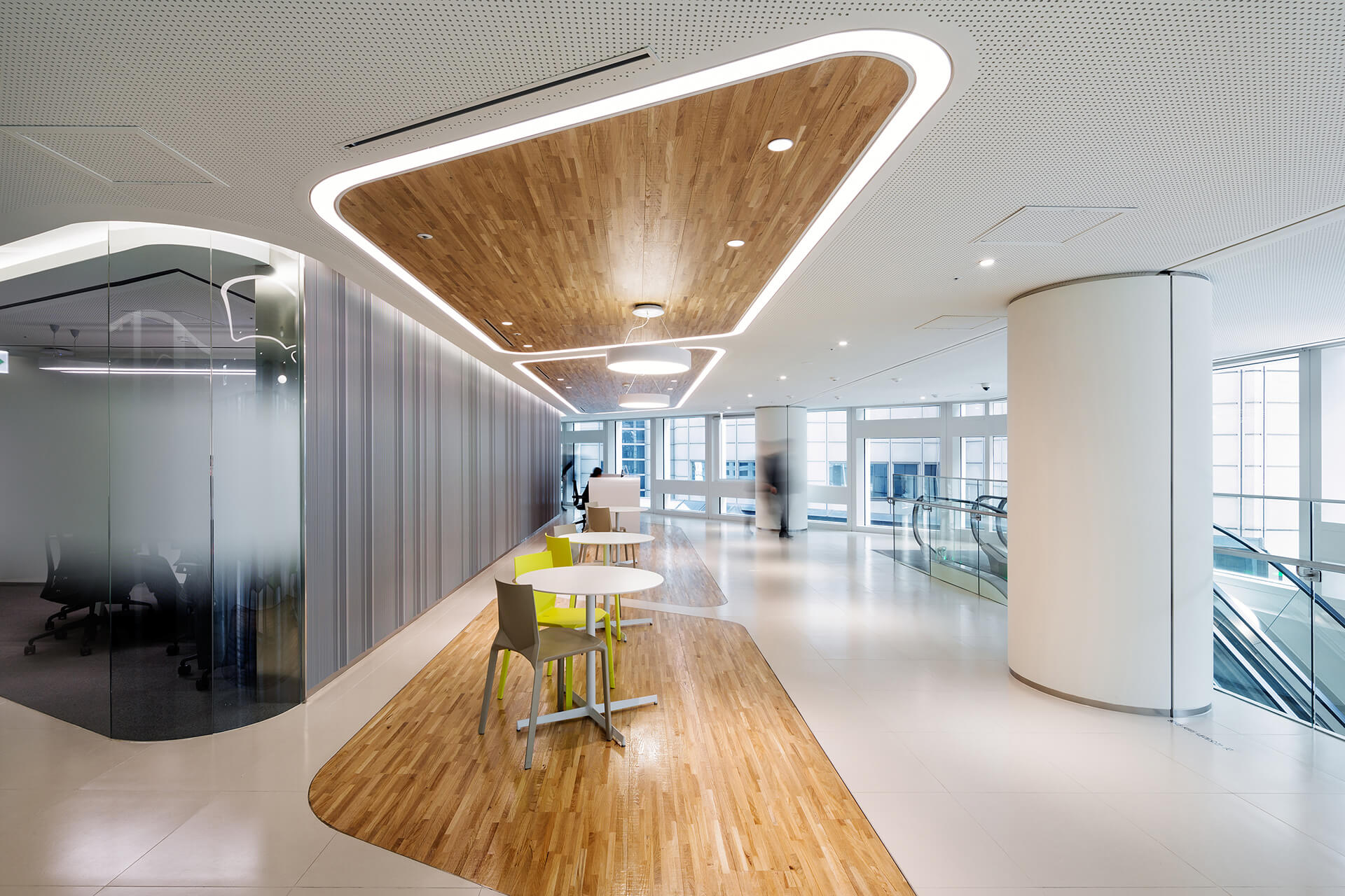 The interiors feature rounded, soft edges and well-lit spaces | Hanwha Headquarters Remodelling by UNStudio | STIRworld