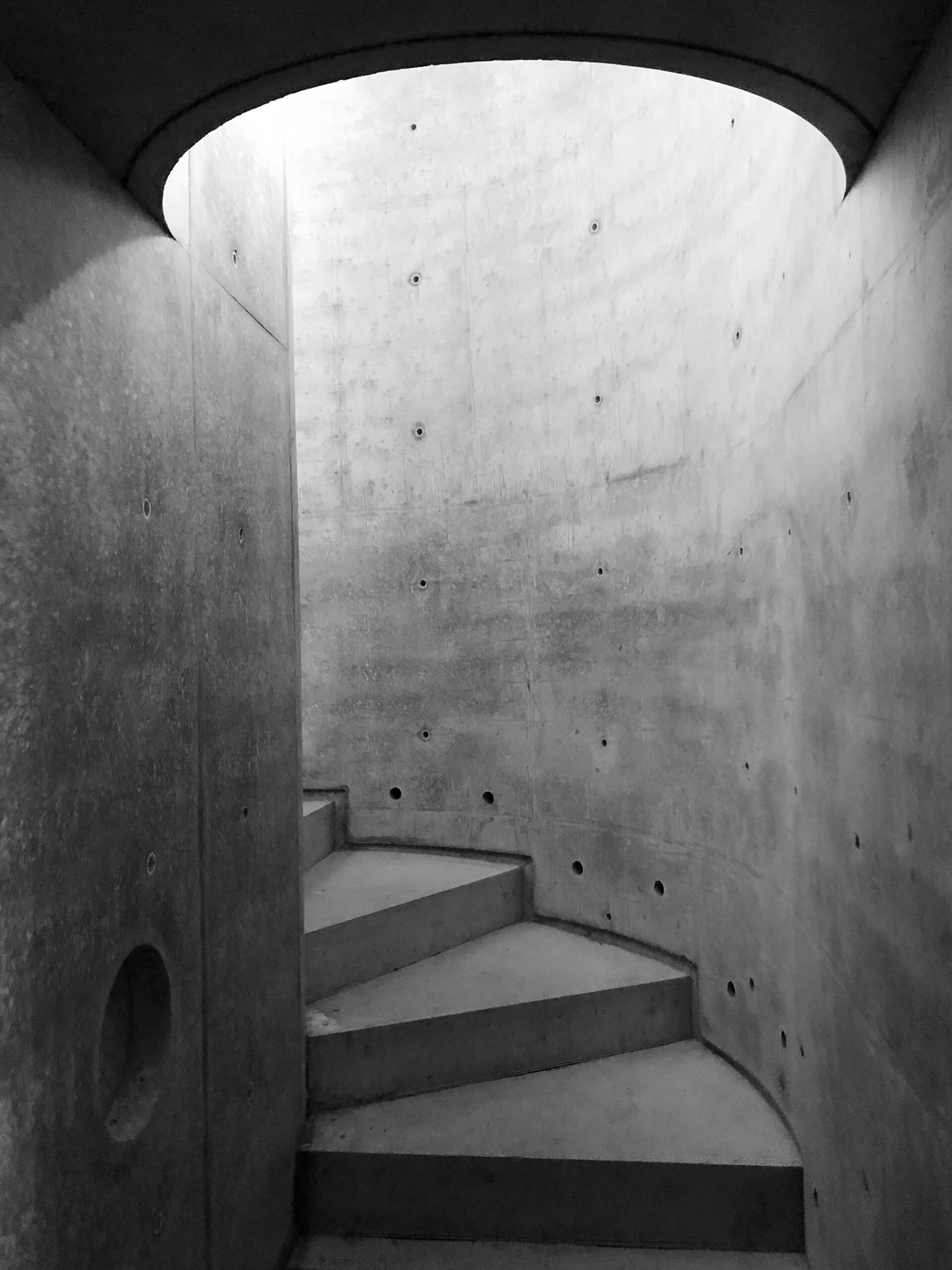The exposed concrete interiors of the staircase | House Taurus | Durbach Block Jaggers Architects | STIRworld