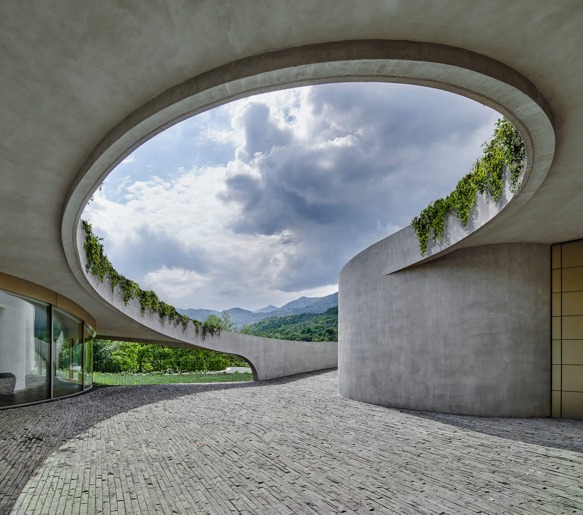 Reinforced concrete walls and roof planes, with vegetation spilling over onto the façade | Atelier Alice Trepp by Mino Caggiula Architects | STIRworld