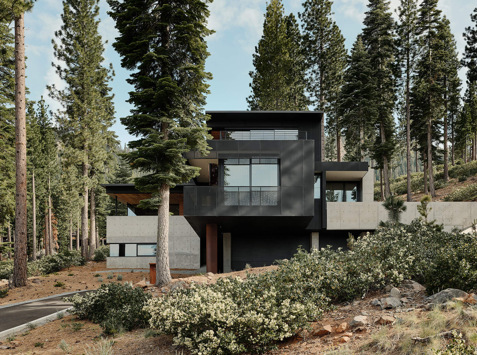 Stacked concrete cuboids and voids | Lookout House by Faulkner Architects | STIRworld