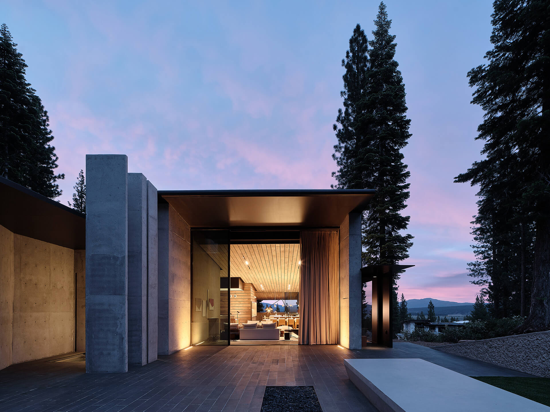 Sparse interiors and straight lines of the Californian home | Lookout House by Faulkner Architects | STIRworld