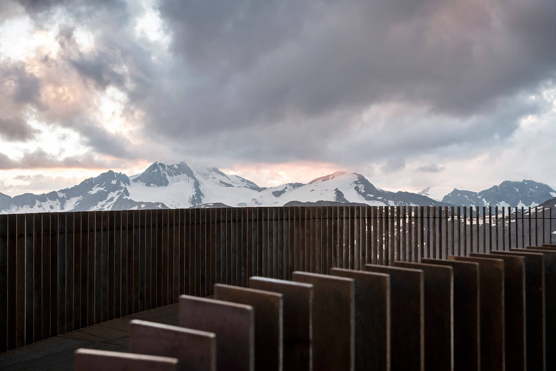 Views of the landforms seem to open and close along with the movement of the viewer | Ötzi Peak 3251m | noa* network of architecture | STIRworld