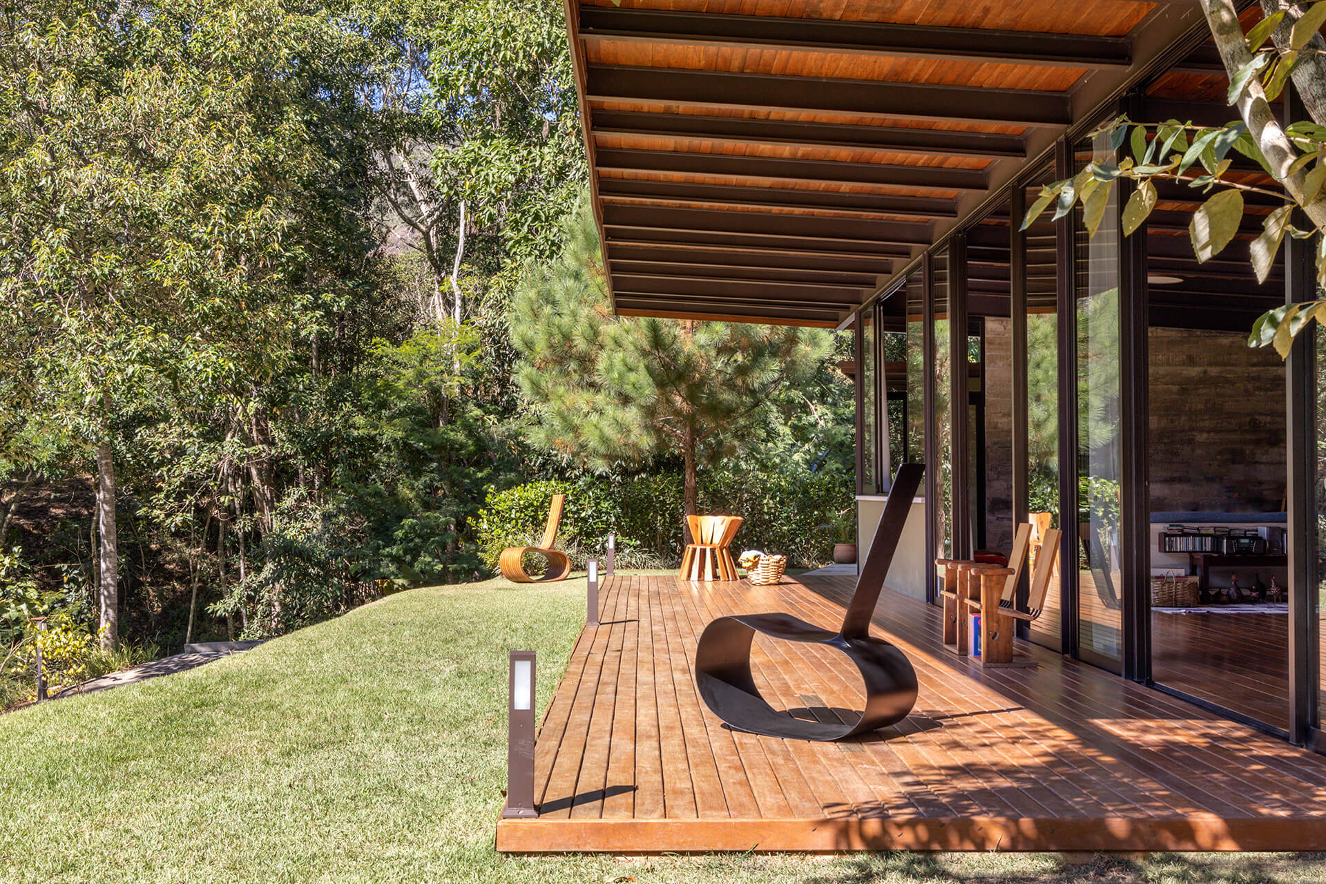 House in Vale das Videiras is embraced by a front verandah that looks out to the landscape | House in Vale das Videiras by Rodrigo Simão Arquitetura | STIRworld