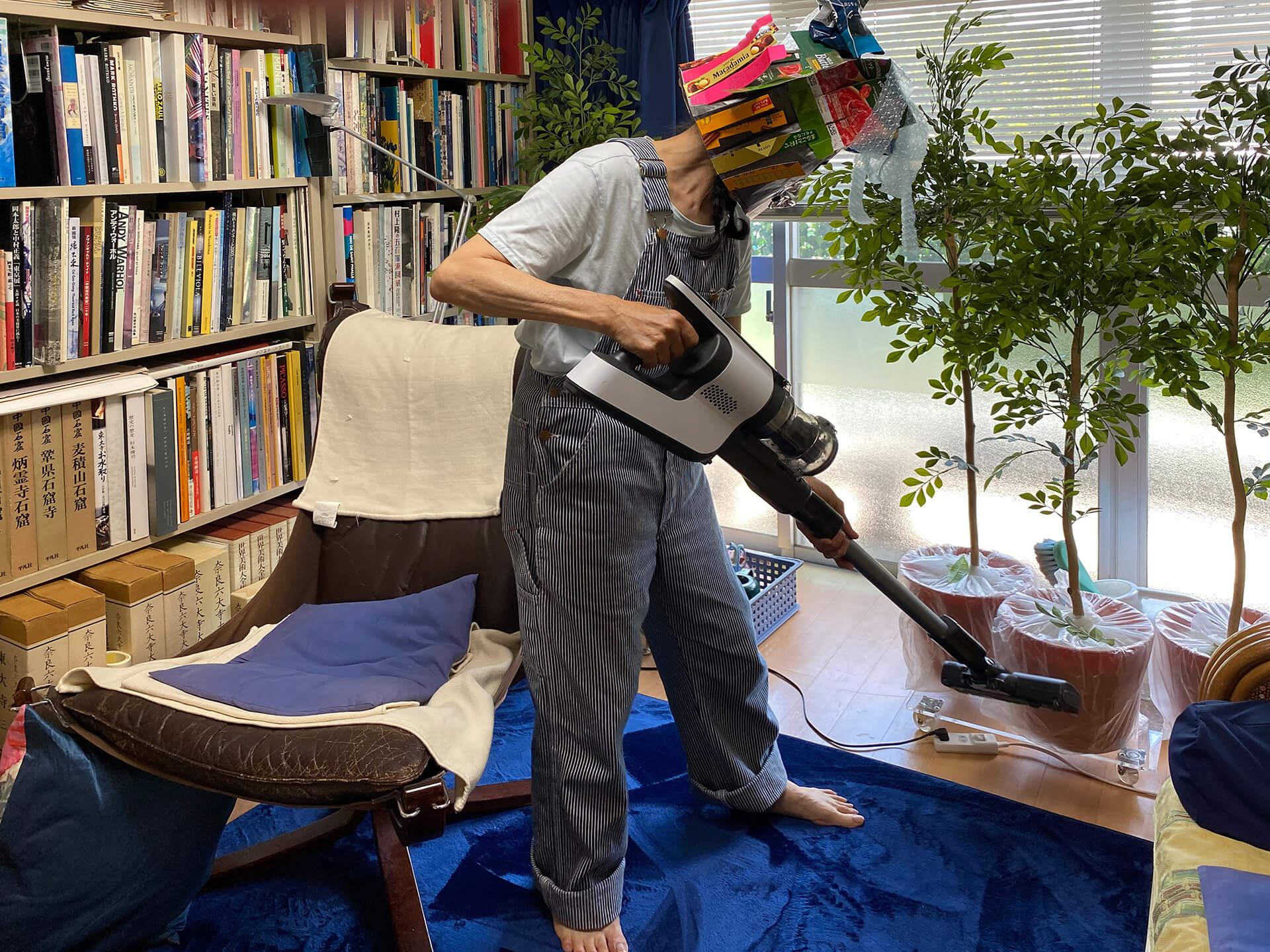 Another participant vacuum-cleaning the house for project Broom Stars | Broom Stars by Masaru Iwai at Yokohama Triennale 2020| STIRworld