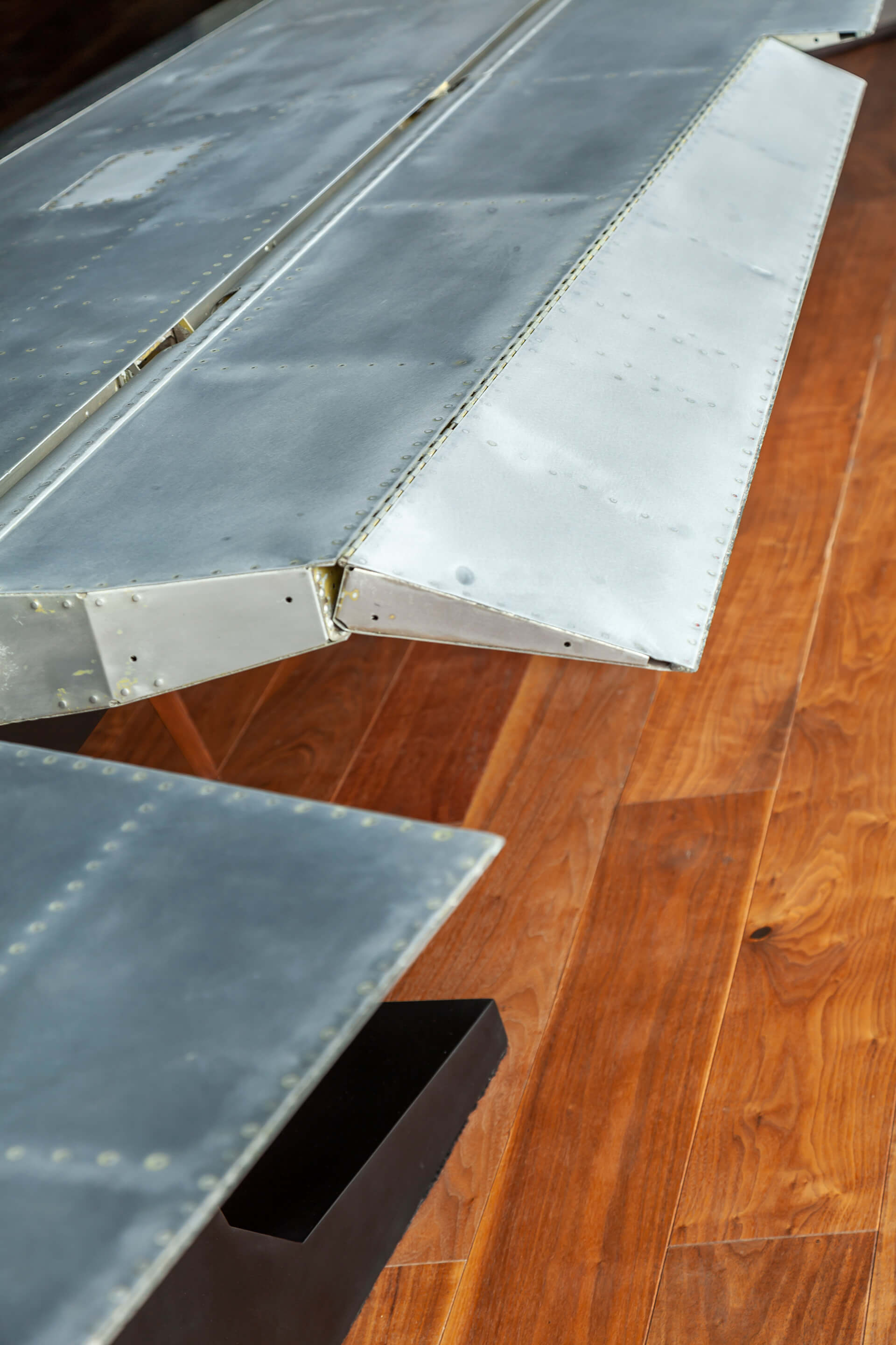 The detail of the Aircraft wing table | East India Hotels headquarters by Architecture Discipline | STIRworld