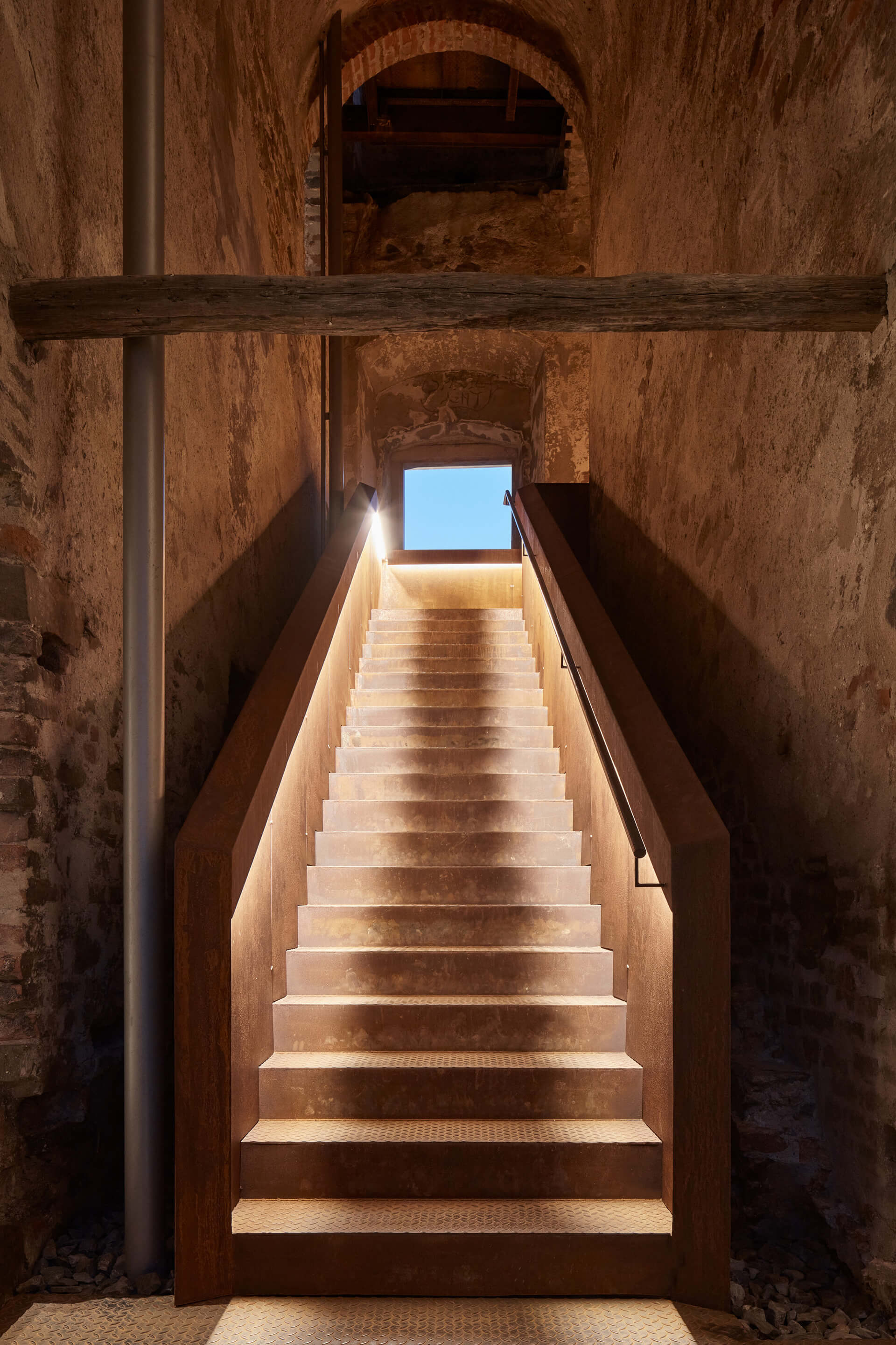 Another added staircase leading to the roof, entirely constructed in corten steel | Helfštýn Castle Palace Reconstruction | Atelier-r | STIRworld