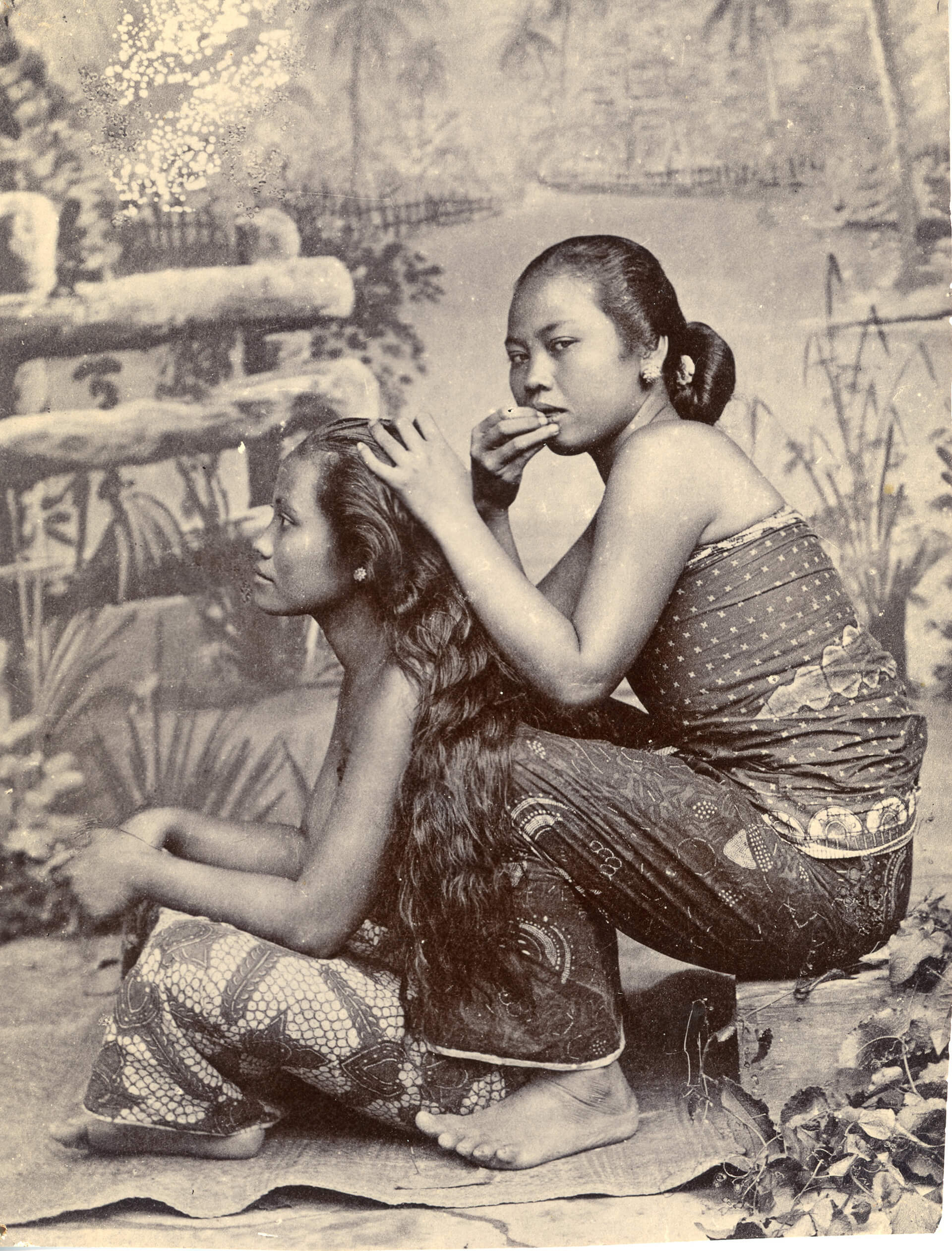 'Photograph of Two Ladies' allegedly taken by Kassian Céphas in the 1900s | (Re)Imagining the Image: Contemporary Artists in Asia Converse with Photography | Kassian Céphas | STIRworld