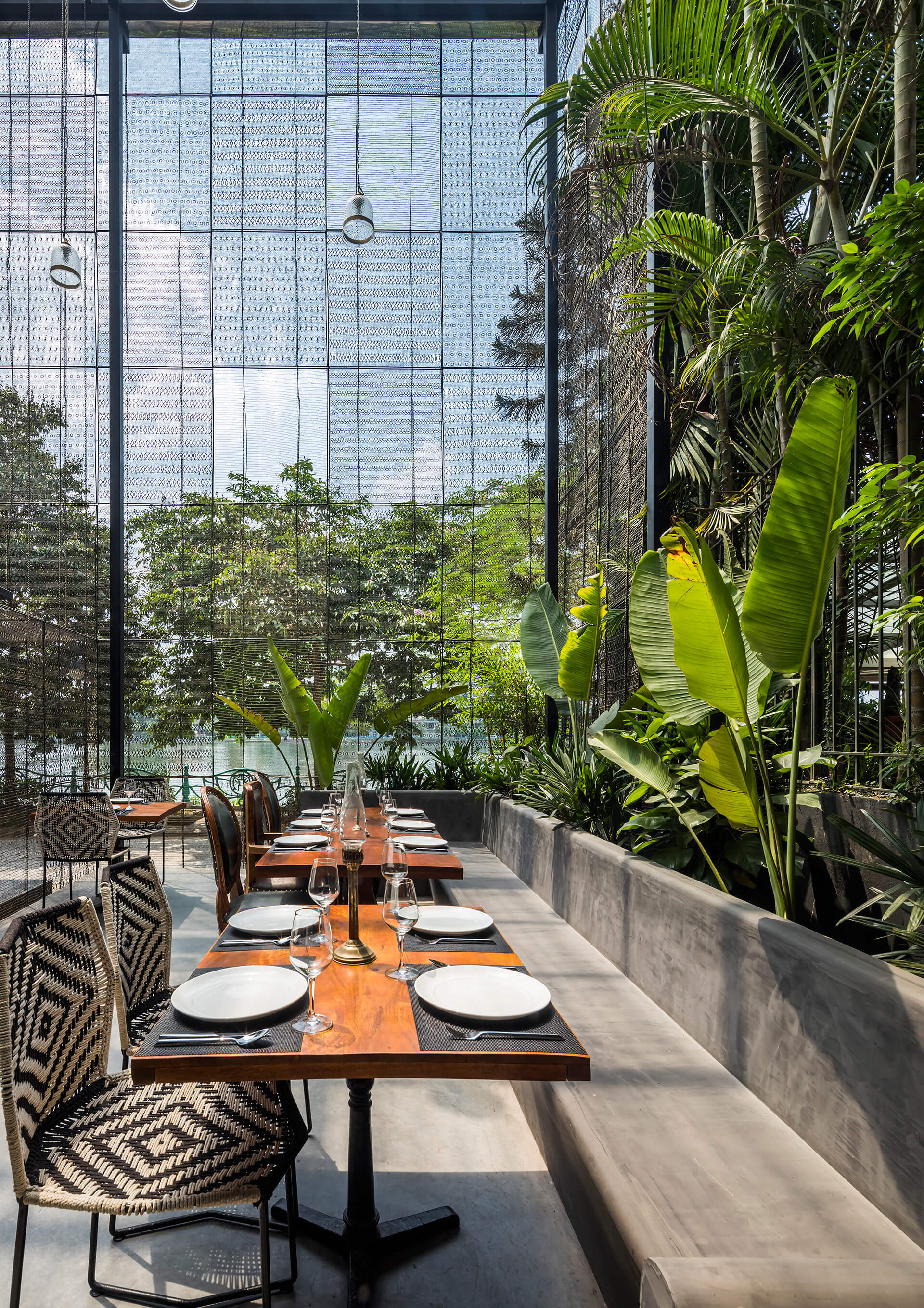 The mesh creates an interior and exterior connect | RASM restaurant | Studio VDGA | STIRworld