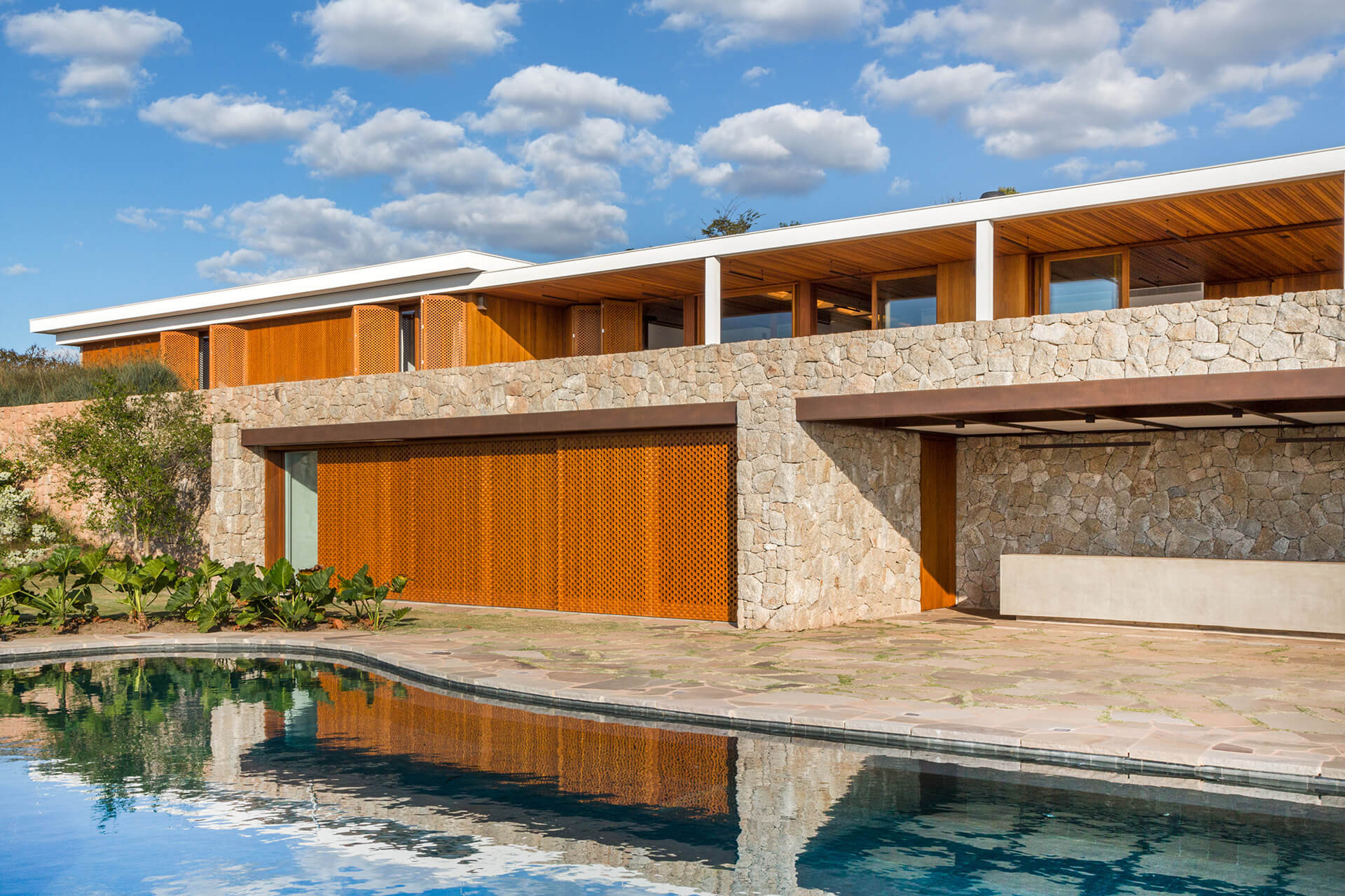 The house and its surrounding landscape | Siqueira + Azul Arquitetura | Brazil | STIRworld