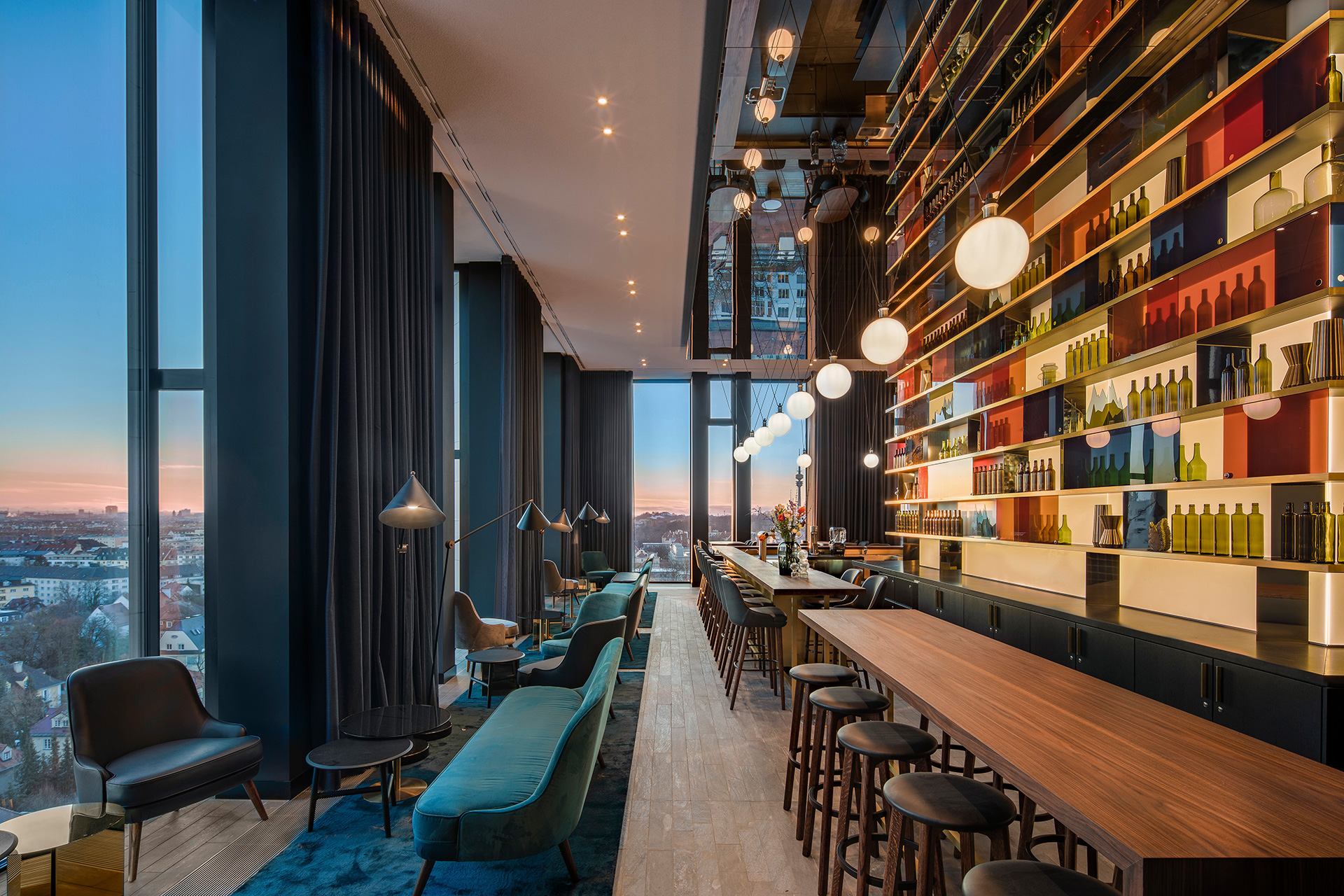 Finished in brass and petrol tones, sky bar M'Uniqo is all about opulence and richness| Andaz Munich Schwabinger Tor| Concrete| STIR