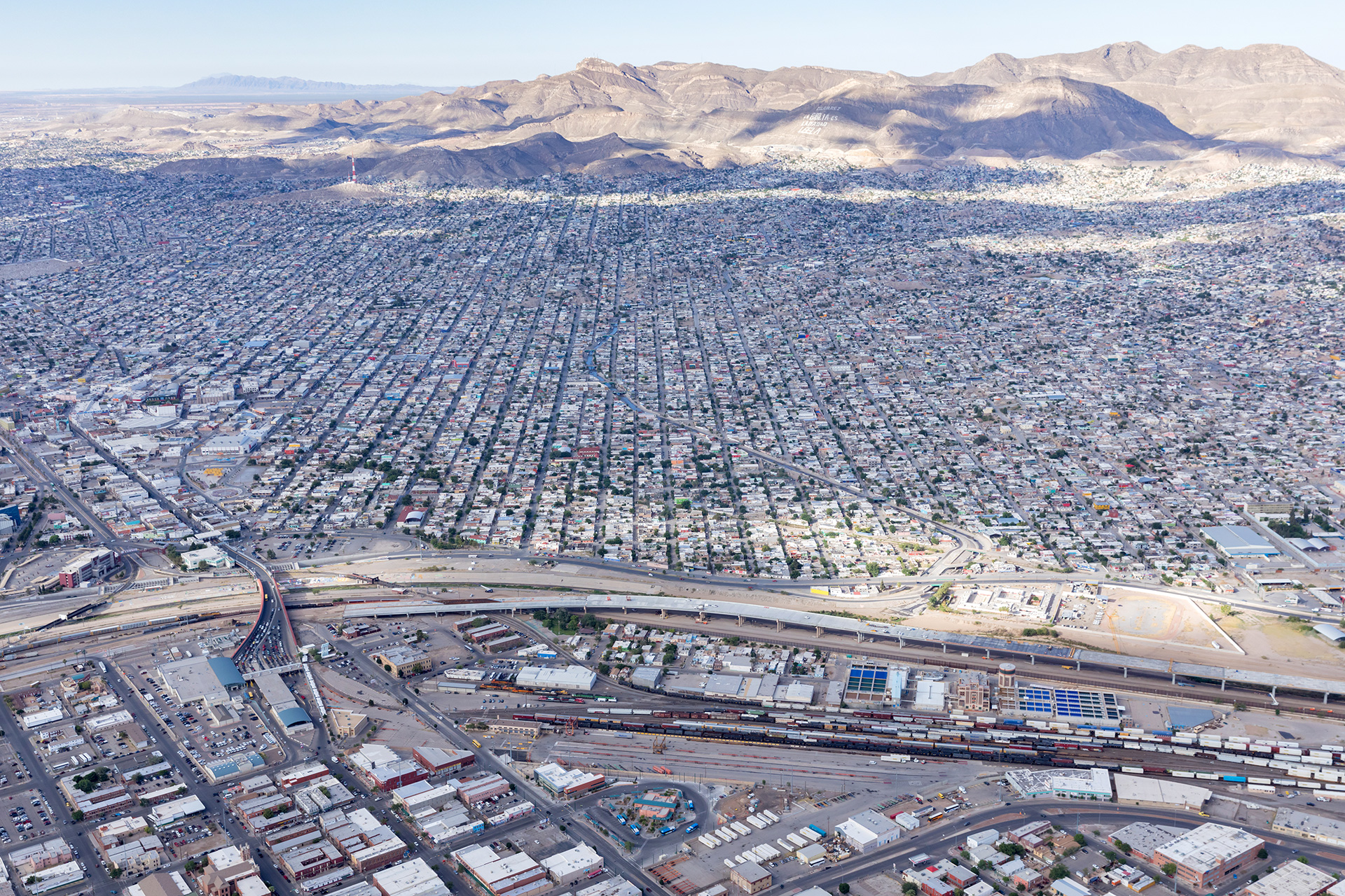 A view across the border from El Paso, USA towards Ciudad Juarez, Mexico| Two Sides of the Border| Tatiana Bilbao, Nile Greenberg| STIR