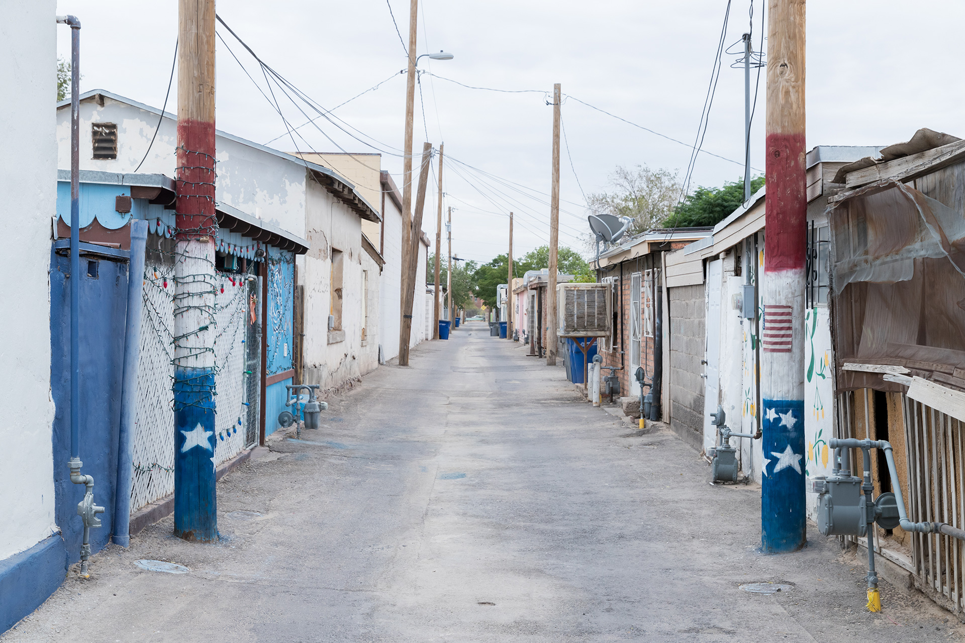 Alleyway signage in Chihuahuita eighborhood, El Paso, Texas | Two Sides of the Border | Tatiana Bilbao, Nile Greenberg | STIR
