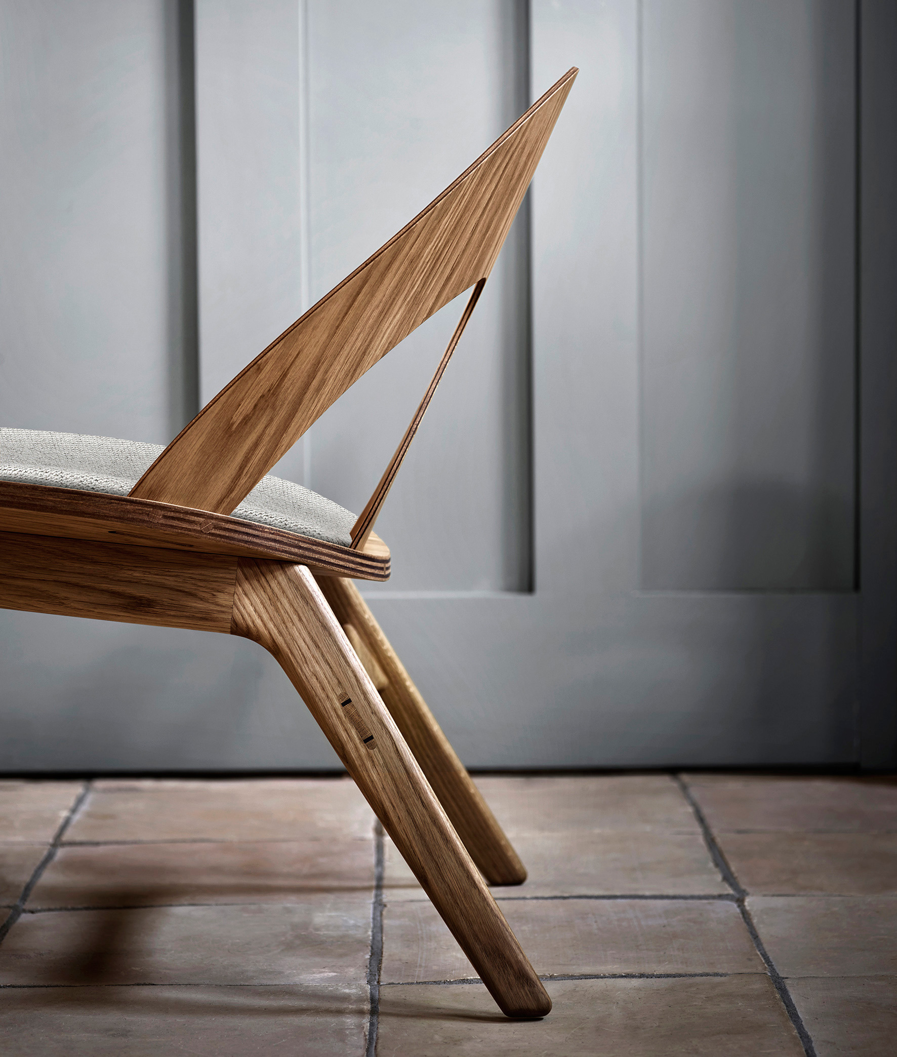 The Contour chair with a solid wooden frame | Contour chair by Børge Mogensen for Carl Hansen & Son | STIR