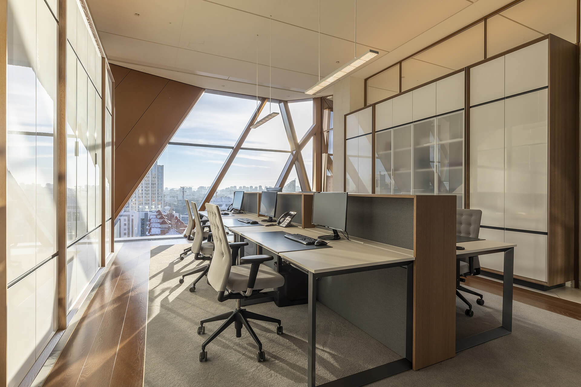 Typical office room for six | RCC Headquarters by Foster + Partners | STIRworld