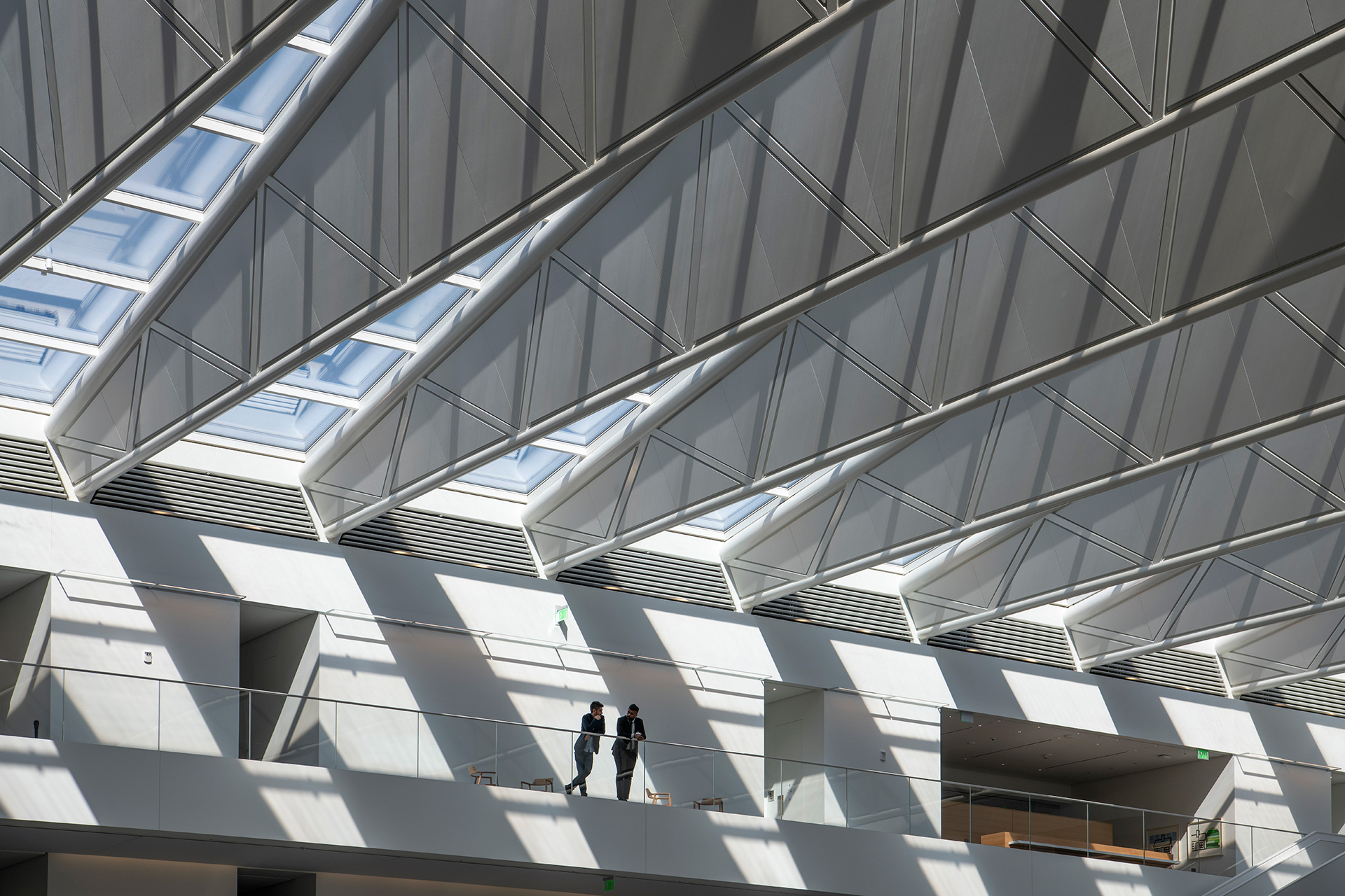 During the daytime, the glass and steel truss roof filter abundant natural light inside the atrium | Cleveland Clinic | Foster + Partners | STIR