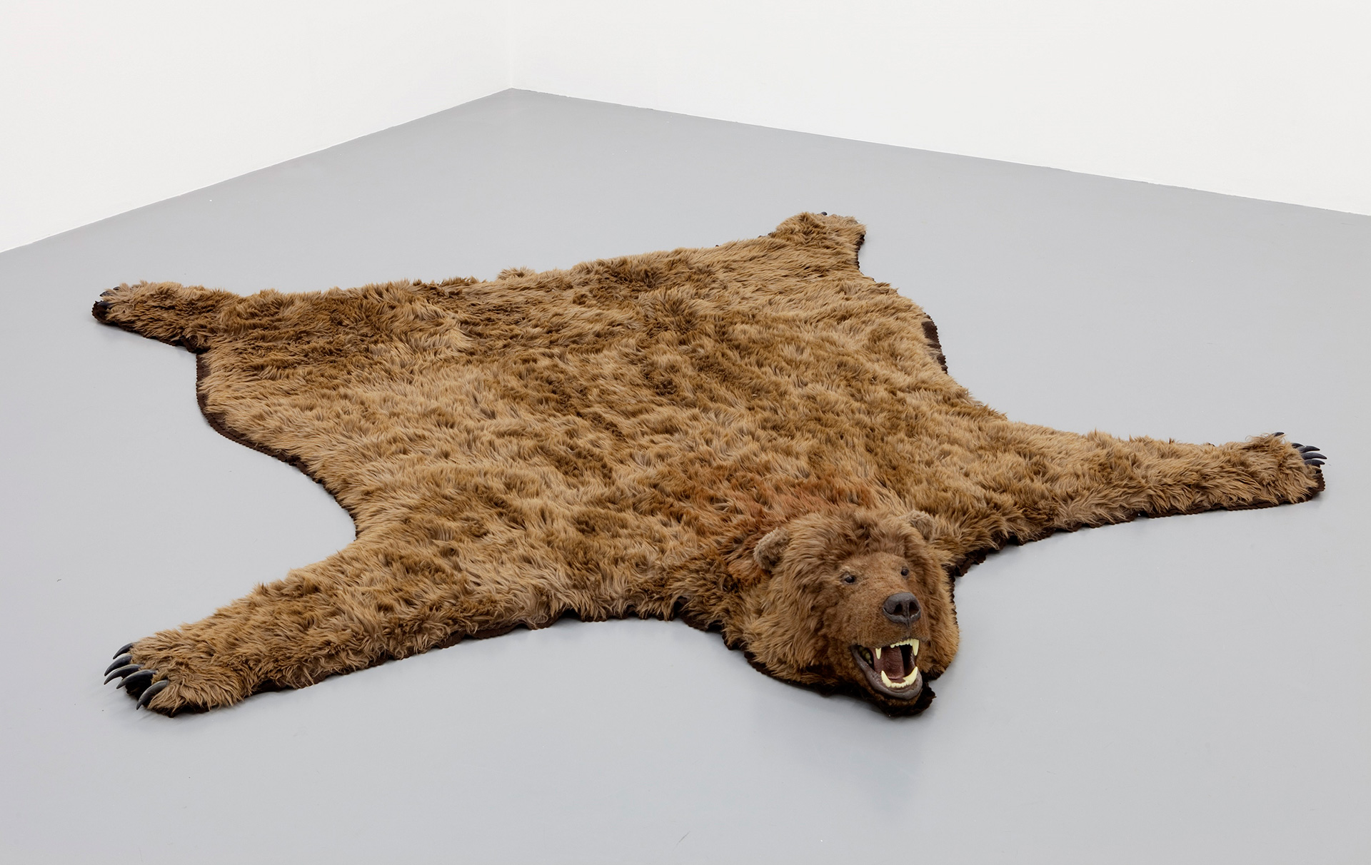 Paola Pivi, Did you know I am single?, 2010, synthetic fur, plastic, paint, resin, 20 x 280 x 244 cm| Paola Pivi. World Record| STIR