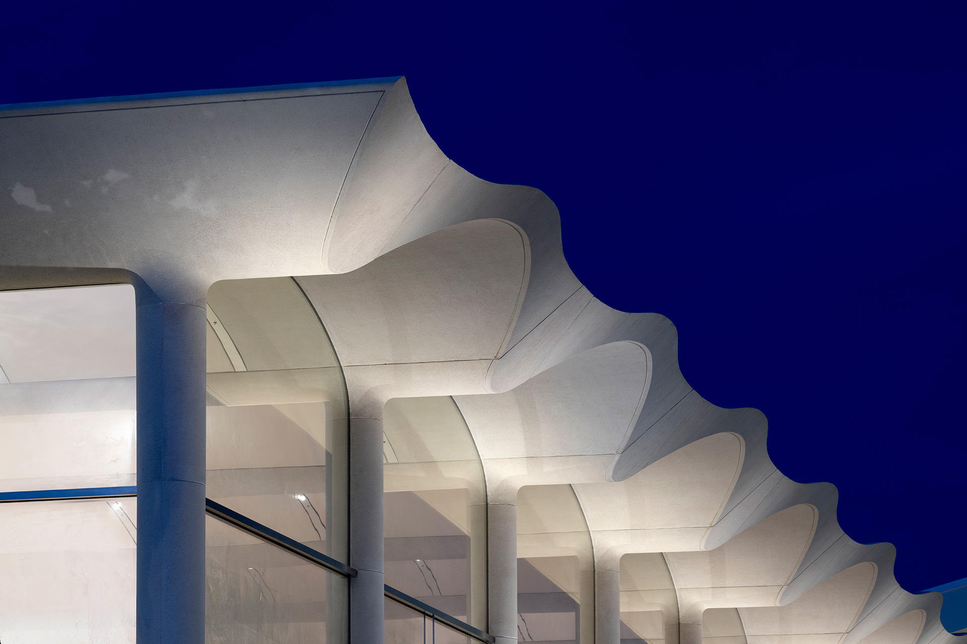 Apple Aventura by Foster+Partners in Miami features an undulated vaulted roof | Apple Aventura | Foster + Partners | STIR