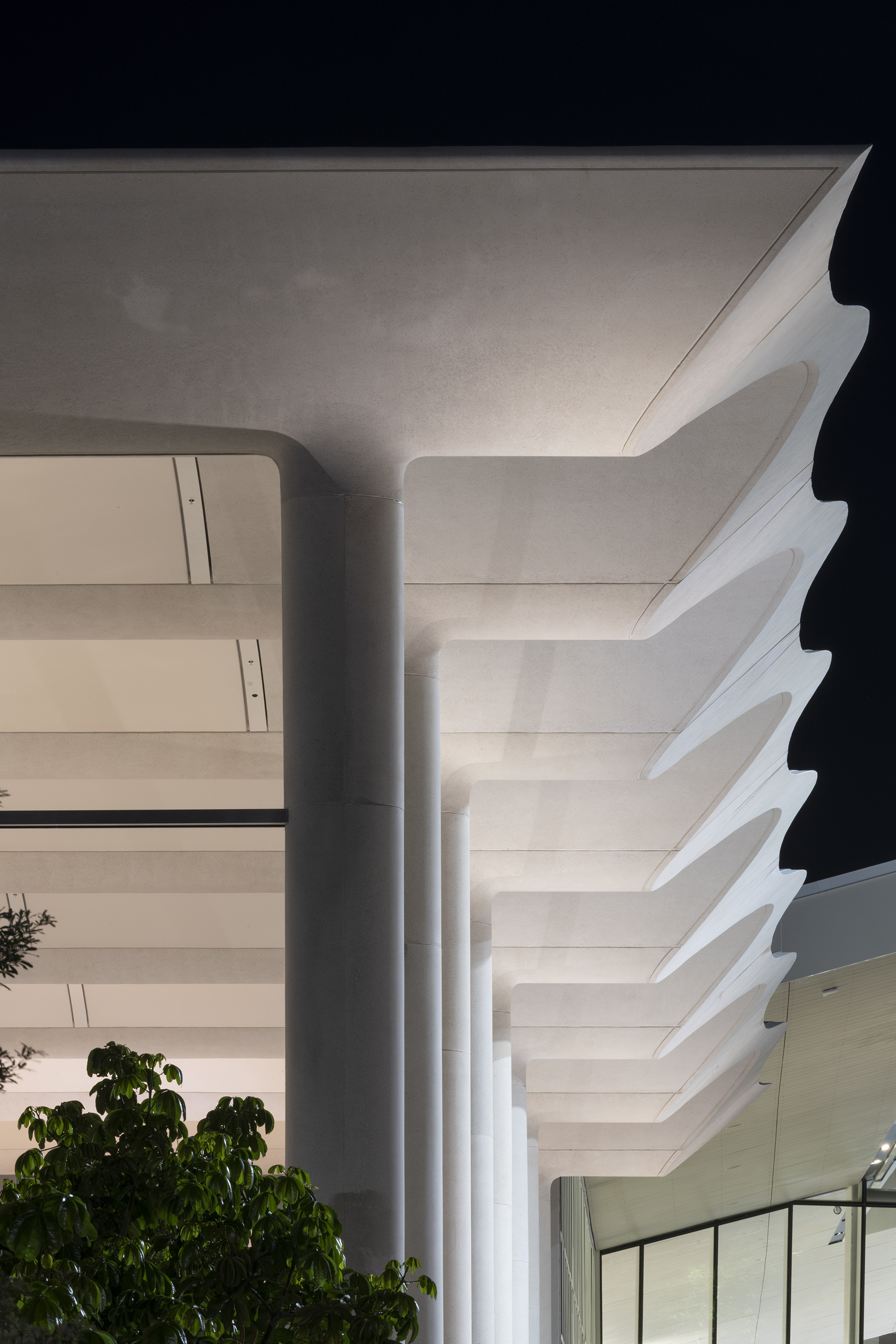 The white, undulating roof of Apple Aventura | Apple Aventura | Foster + Partners | STIR