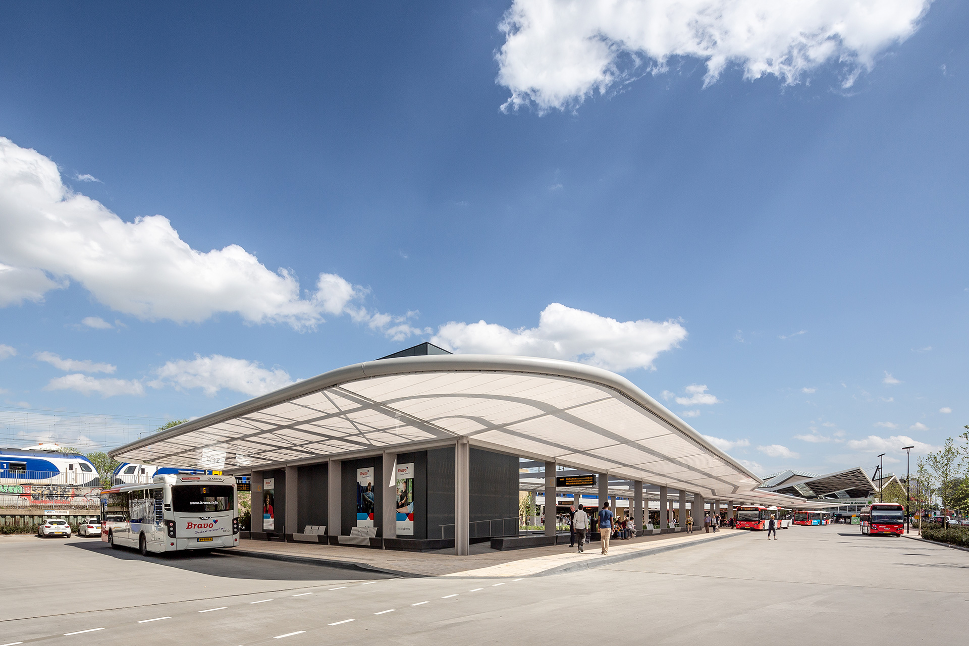 The Tilburg bus station forms a triangular circuit with a length of over 160 metres and open space in the centre| Tilburg Bus Station| Cepezed| STIR