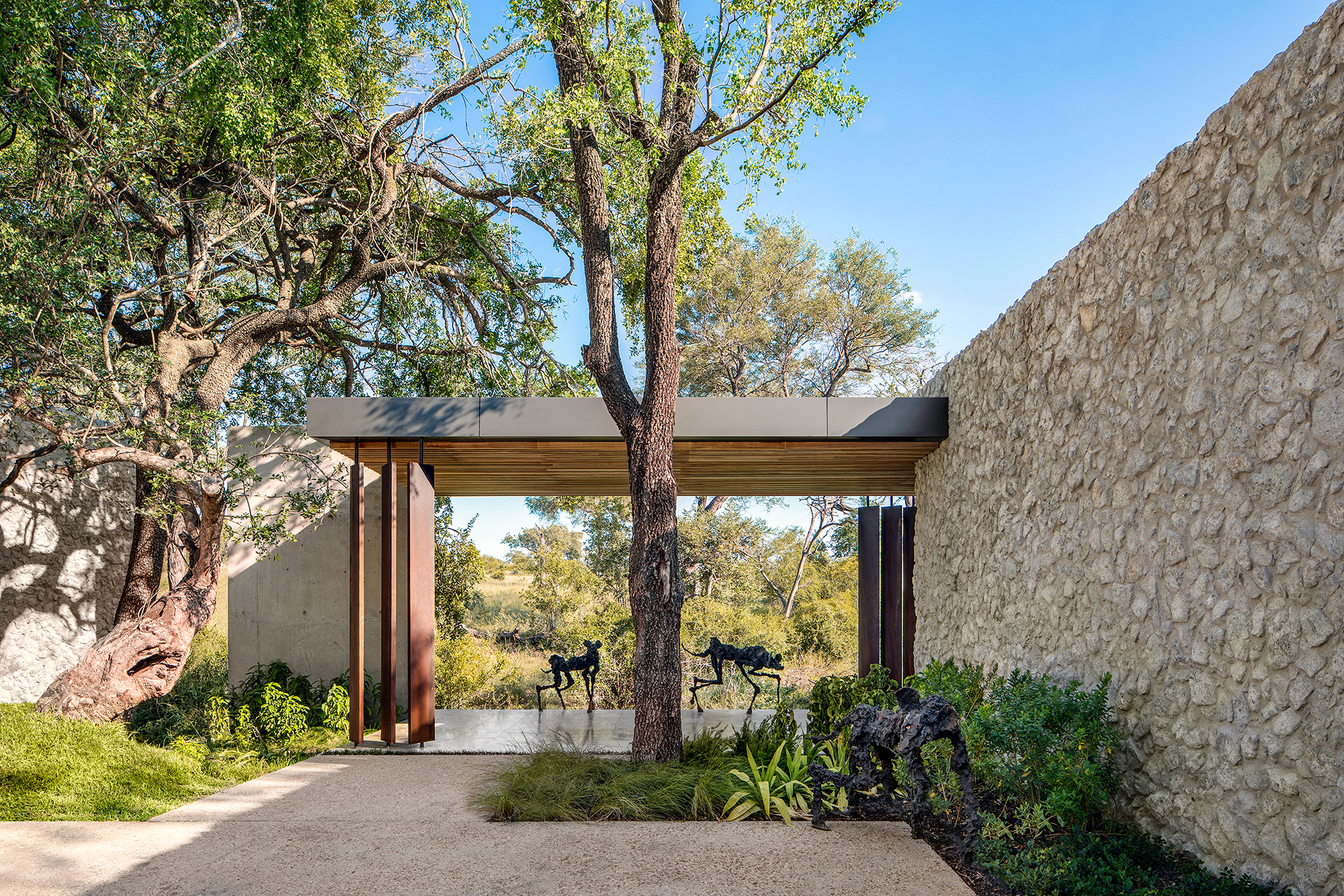 The use of locally sourced materials weaves the outdoors in its landscape | Cheetah Plains | ARRCC | STIR