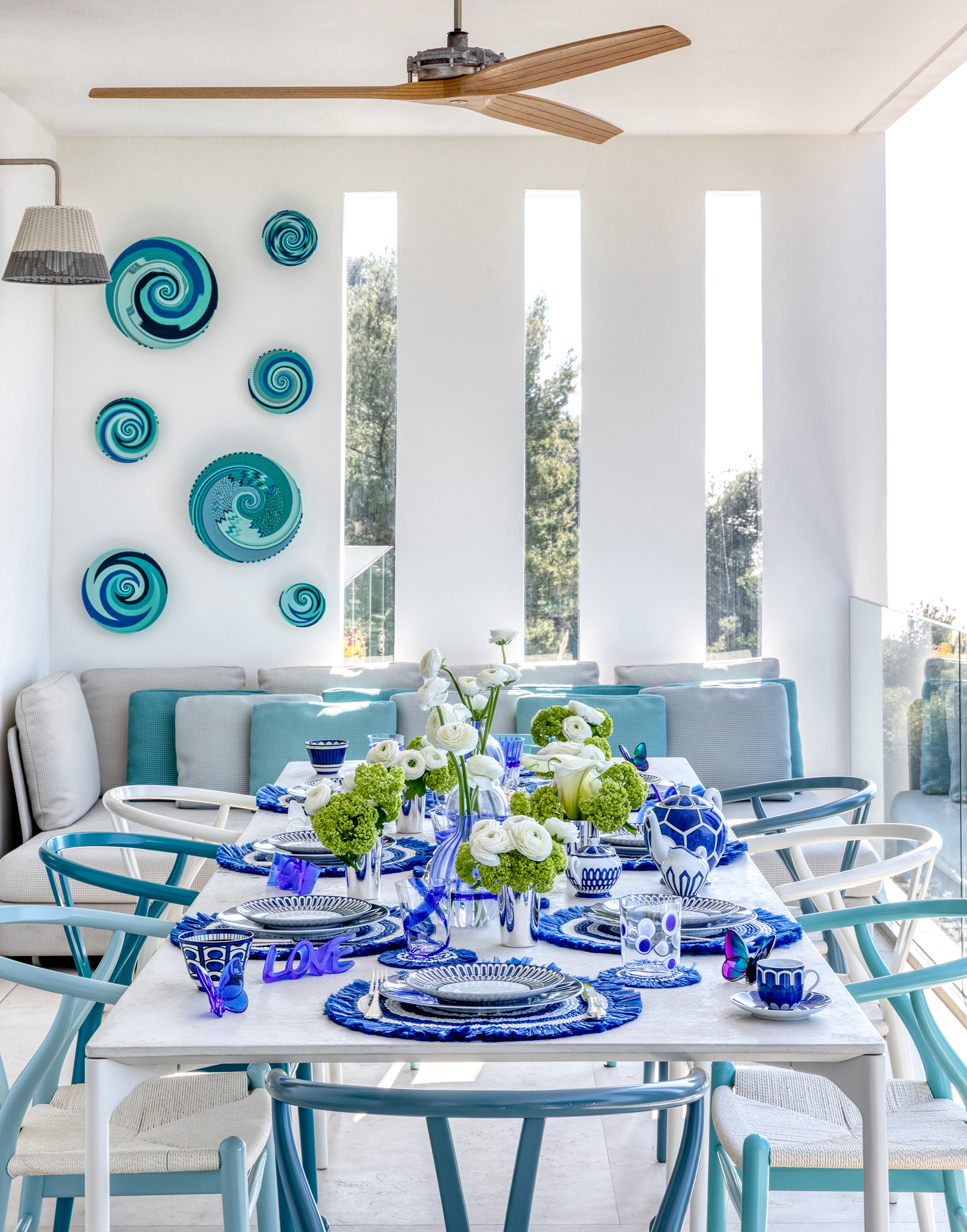 The dining room is all dressed up with its Paola Lenti table and Carl Hensen chairs - the Boffi fan adds an element of earthy quirk | Villa Riviera | Sabrina Monteleone-Oeino | STIR