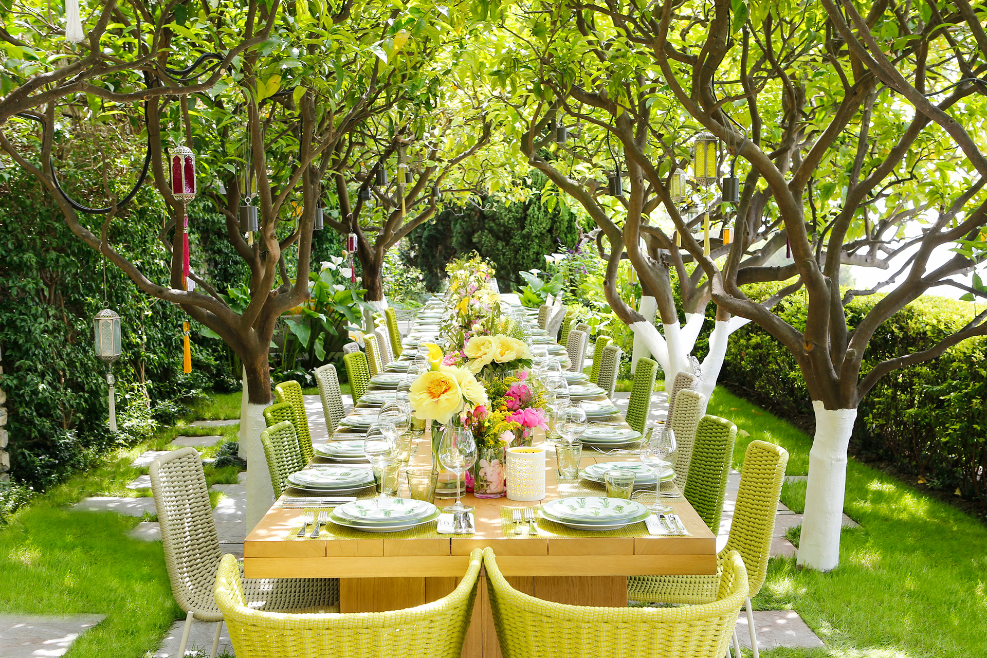 The outdoor dining area makes a happy appearance, all dressed up for a summery brunch for Sabrina and her friends | Villa Riviera | Sabrina Monteleone-Oeino | STIR