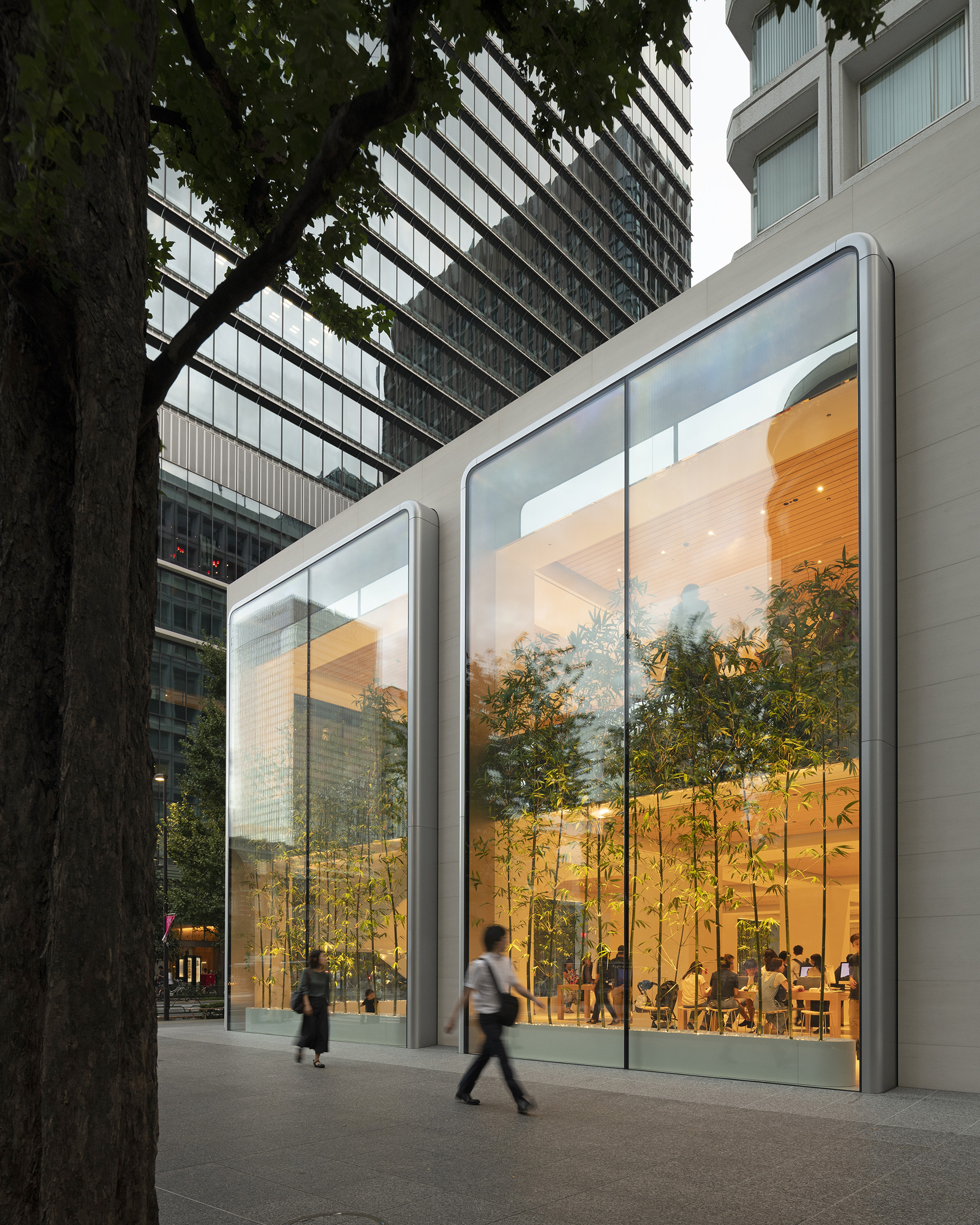 The building is rendered in white plaster, and has two storey vitrines | Apple Marunouchi | Foster + Partners | STIR