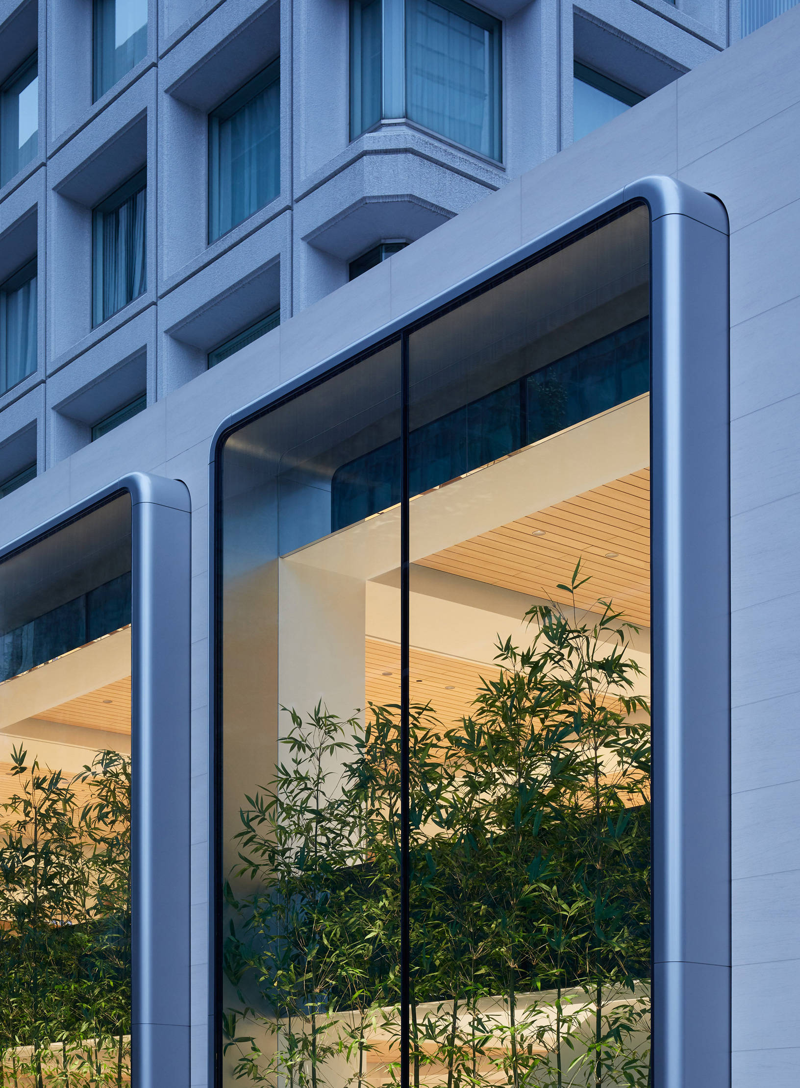 Specially designed vitrines, with smooth and rounded corners at the Apple Marunouchi | Apple Marunouchi | Foster + Partners | STIR