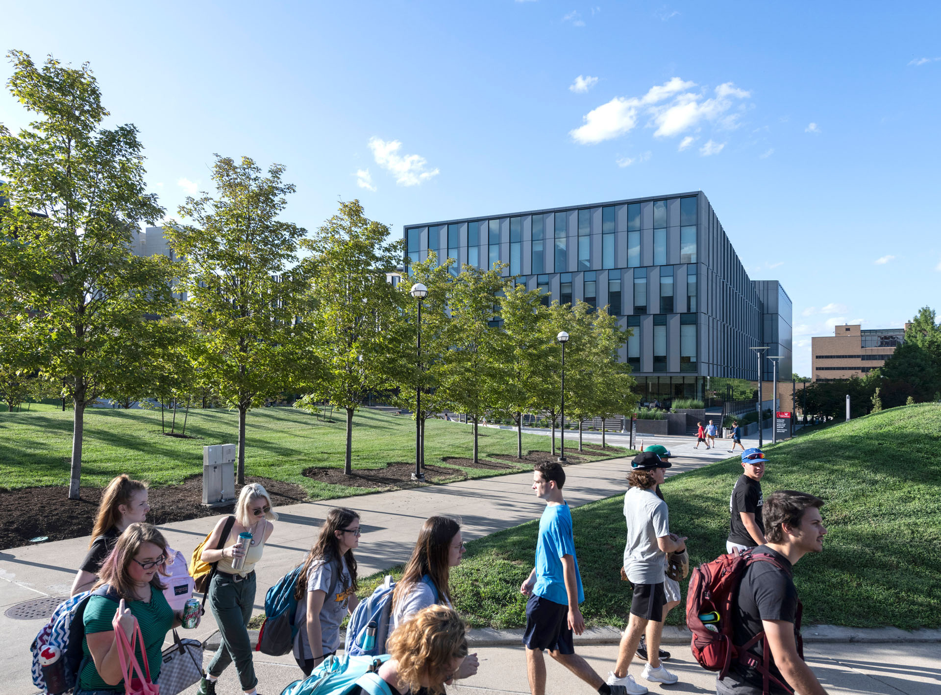 A pedestrian path flows through the building that connects a neighbouring quad to the city bus route | University of Cincinnati's Lindner College of Business | Henning Larsen | STIRworld