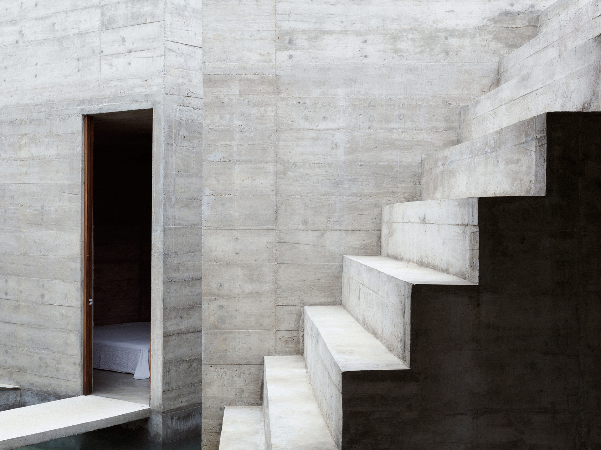 Concrete steps that can be used for sitting or displaying potted plants | Zicatela House | Mexico | Ludwig Godefroy |STIRworld