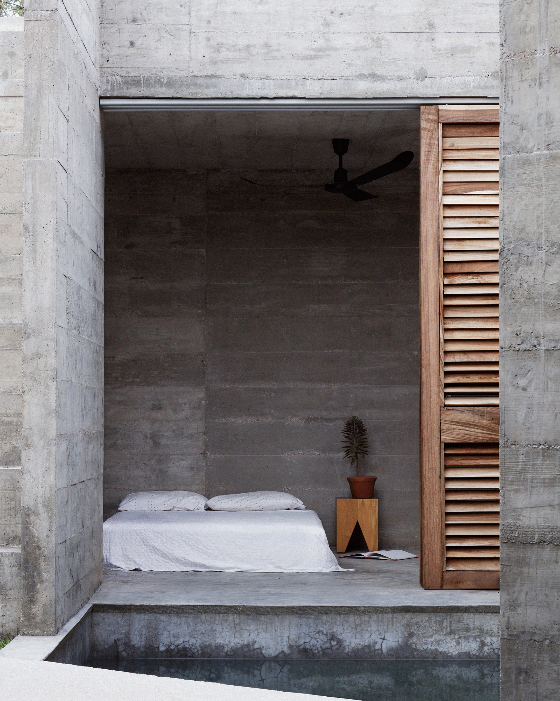 The bedrooms are positioned at the either ends of the swimming pool | Zicatela House | Mexico | Ludwig Godefroy |STIRworld