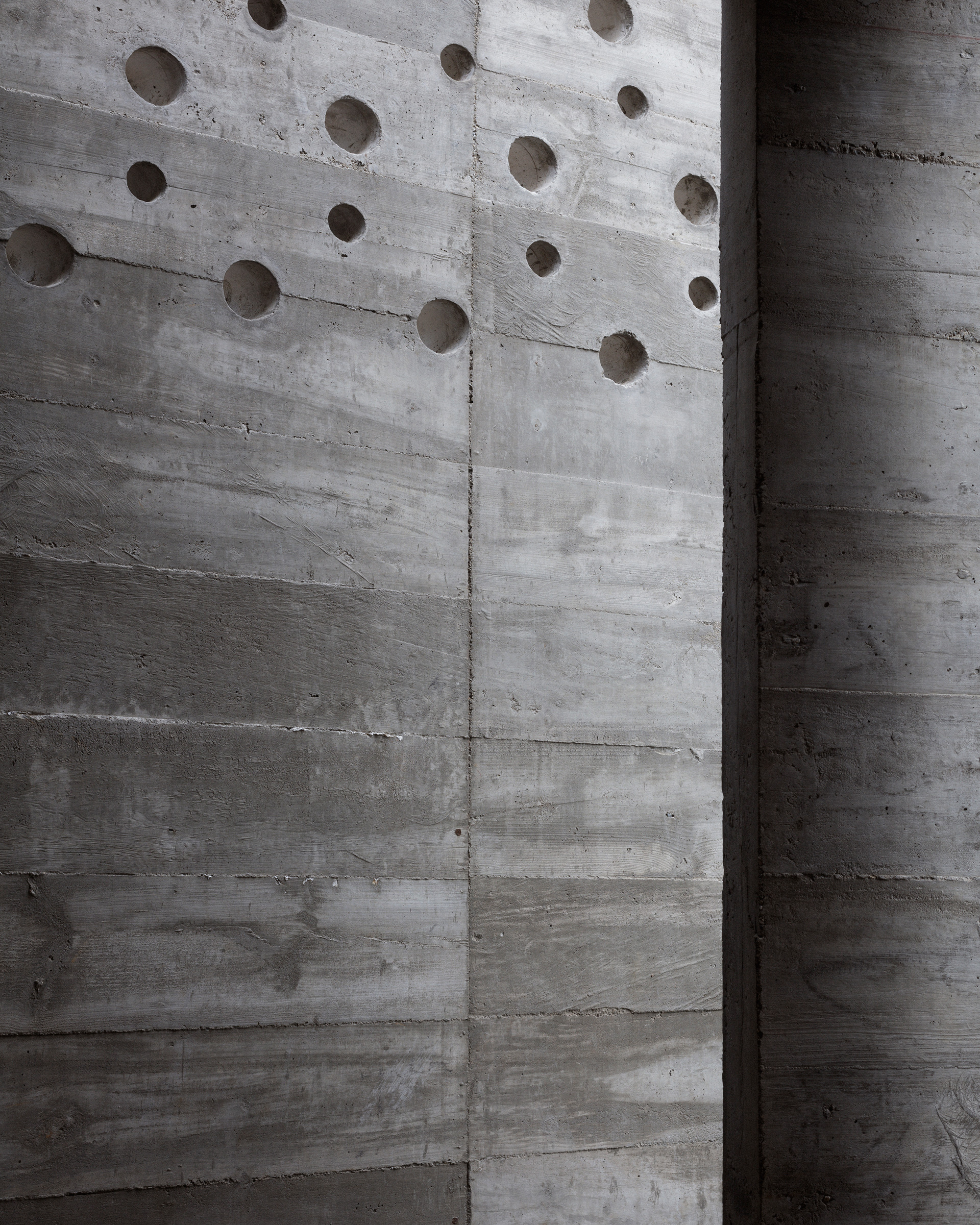 The various textures in the concrete finish | Mexico | Ludwig Godefroy |STIRworld