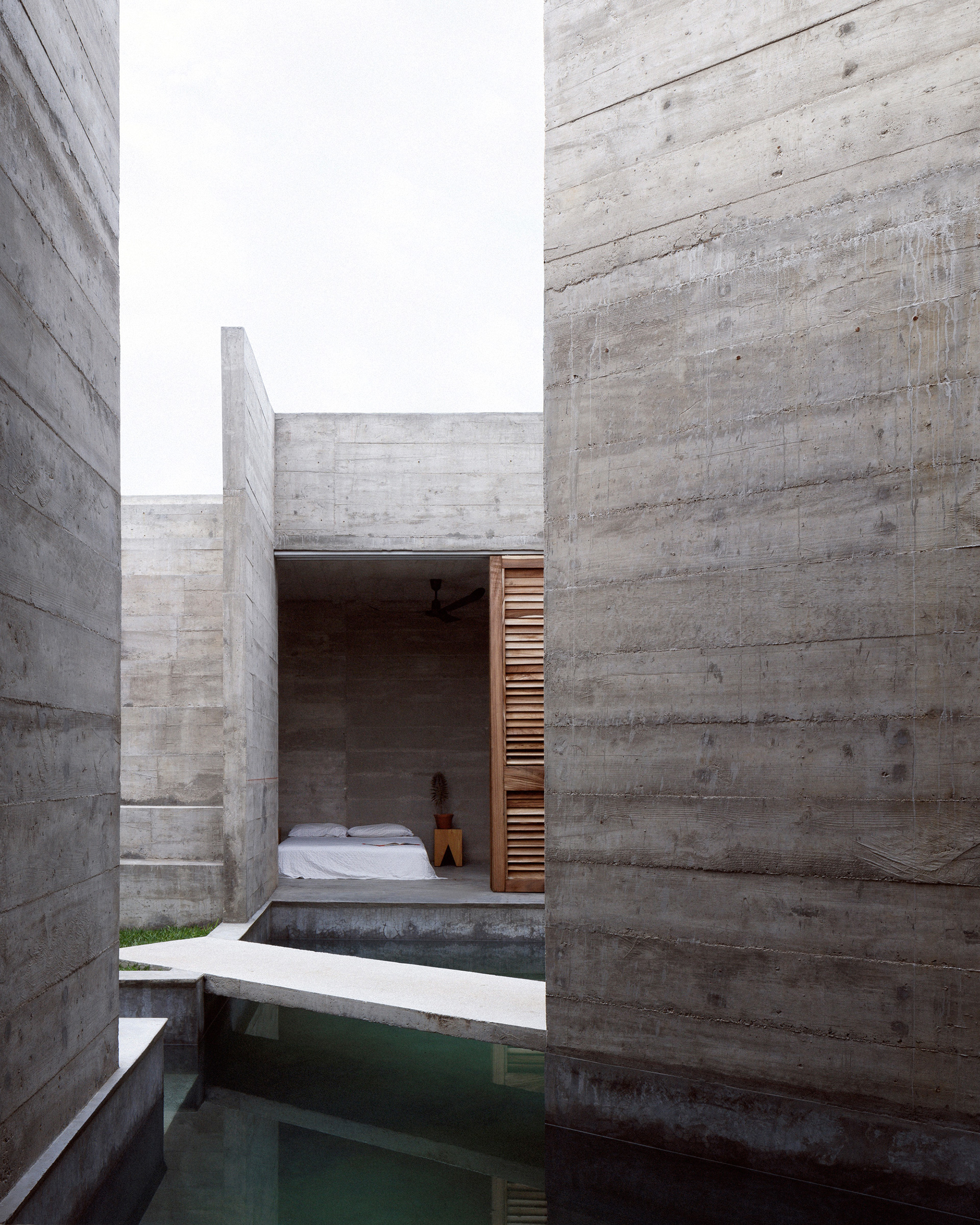 The open-air space at the back houses a small swimming pool, which can be viewed from the bedrooms | Mexico | Ludwig Godefroy |STIRworld