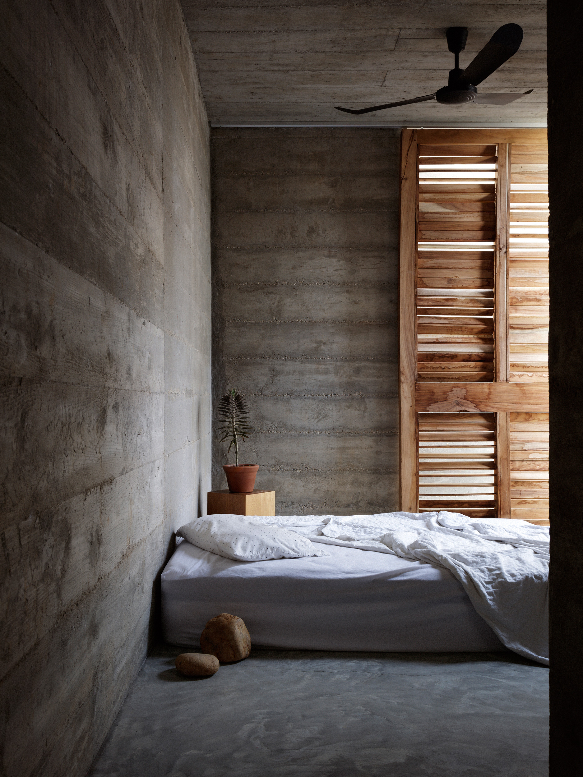 Cozy interiors of the bedroom | Mexico | Ludwig Godefroy | STIRworld