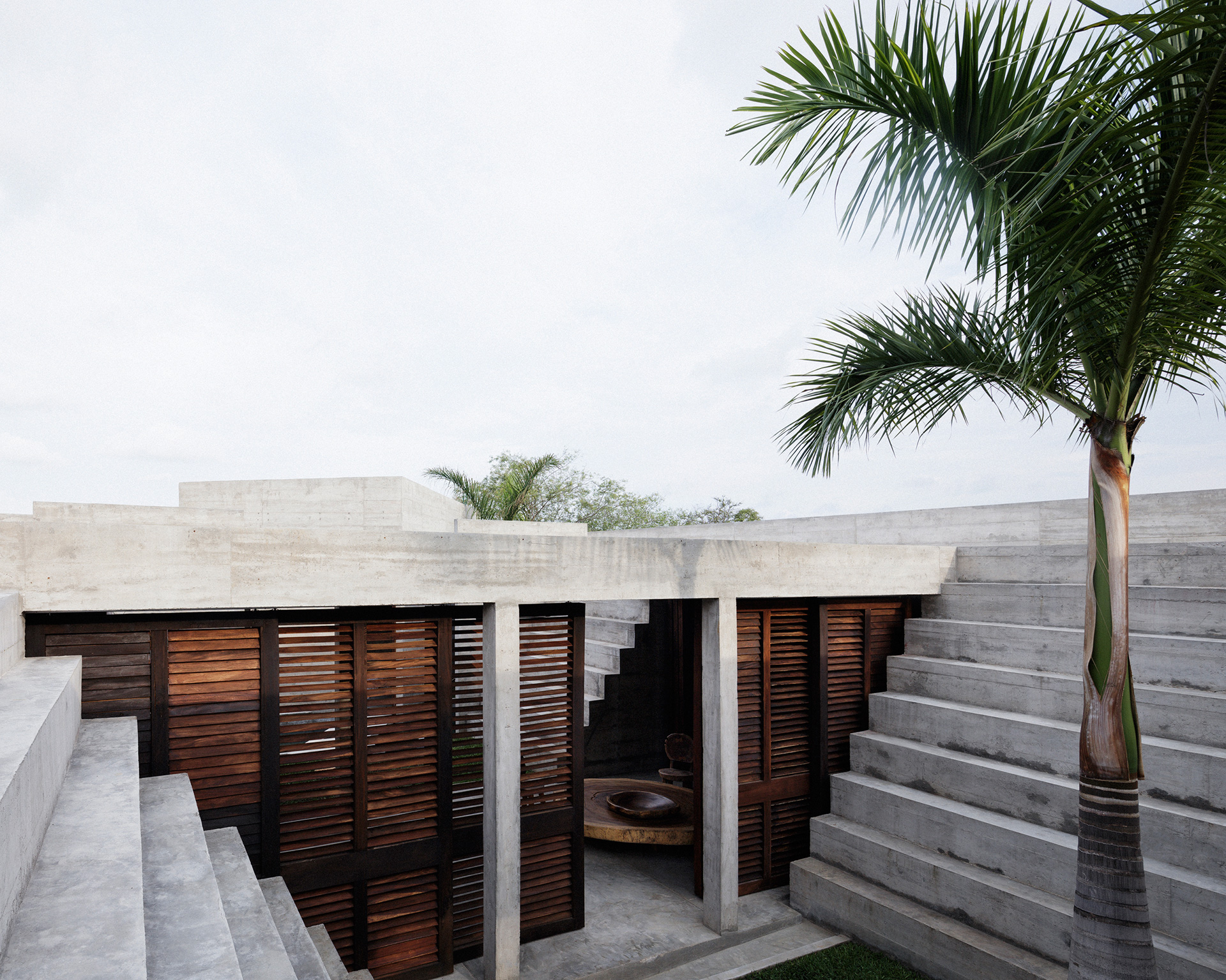 Stairs ascending from the roof to an amphitheatre | Zicatela House | Mexico | Ludwig Godefroy | STIRworld