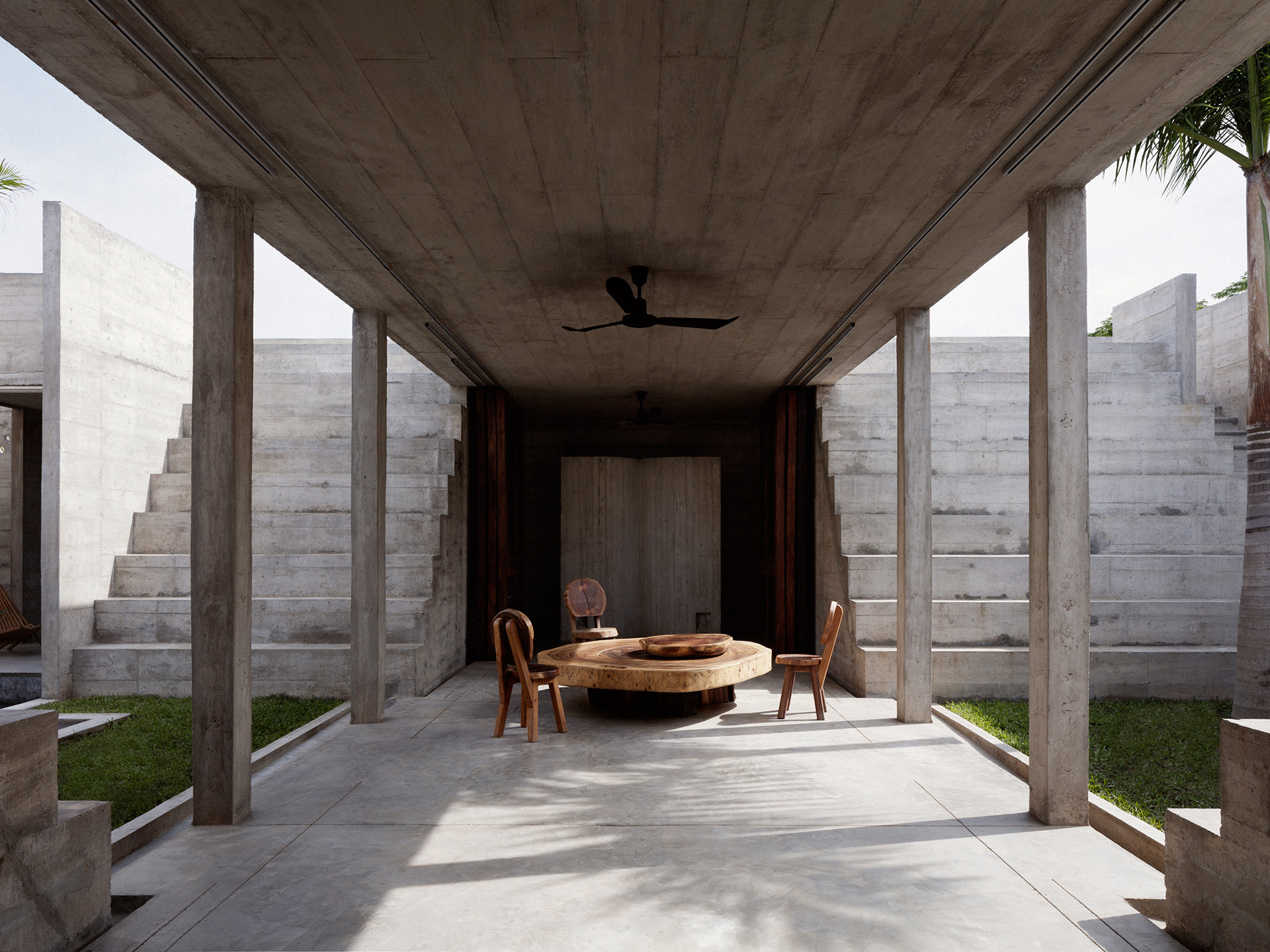 The central thoroughfare becomes the social connecting space | Zicatela House | Mexico | Ludwig Godefroy |STIRworld