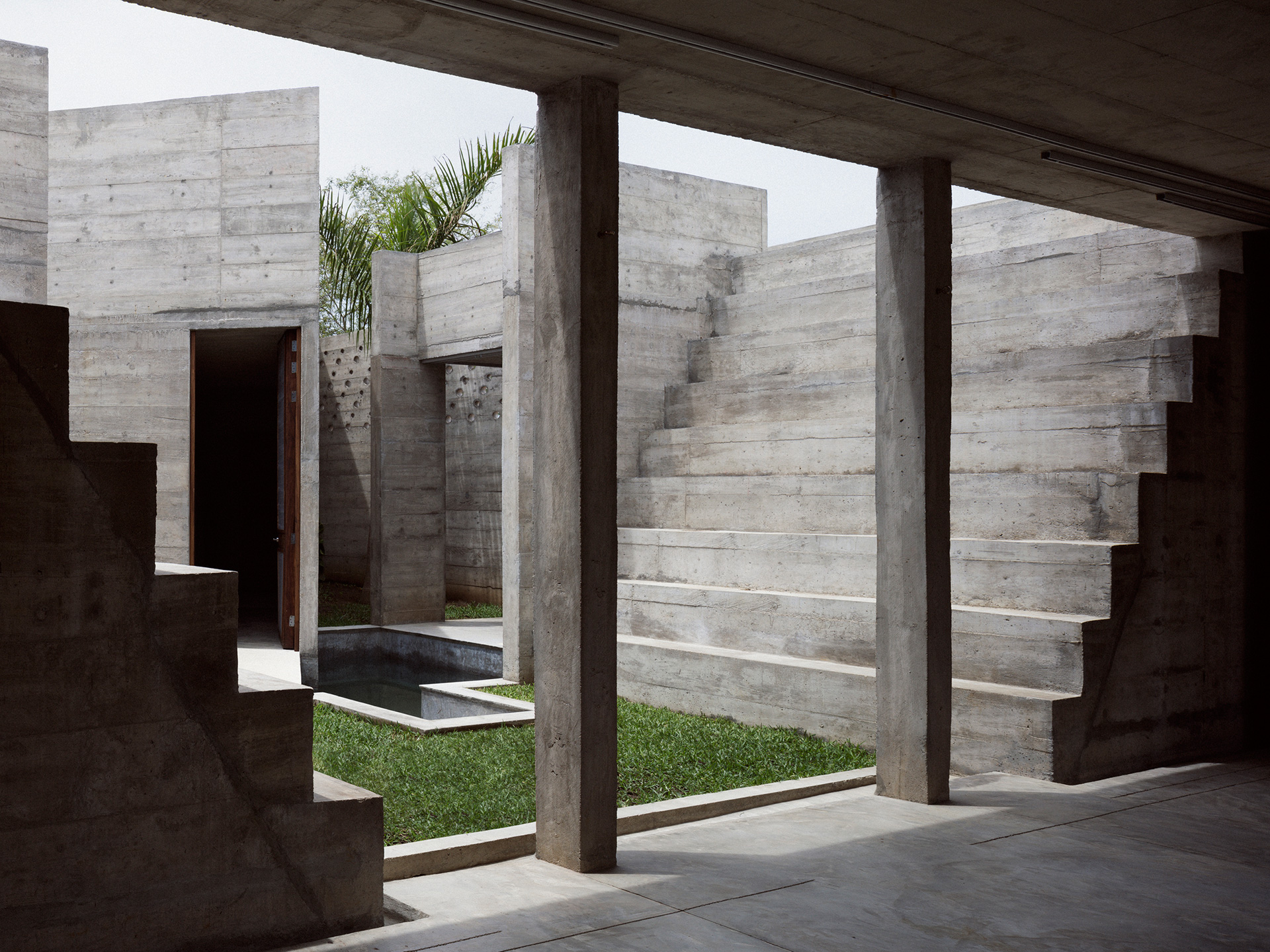 The design creates a synergy between concrete, green spaces and wood | Zicatela House | Mexico | Ludwig Godefroy |STIRworld