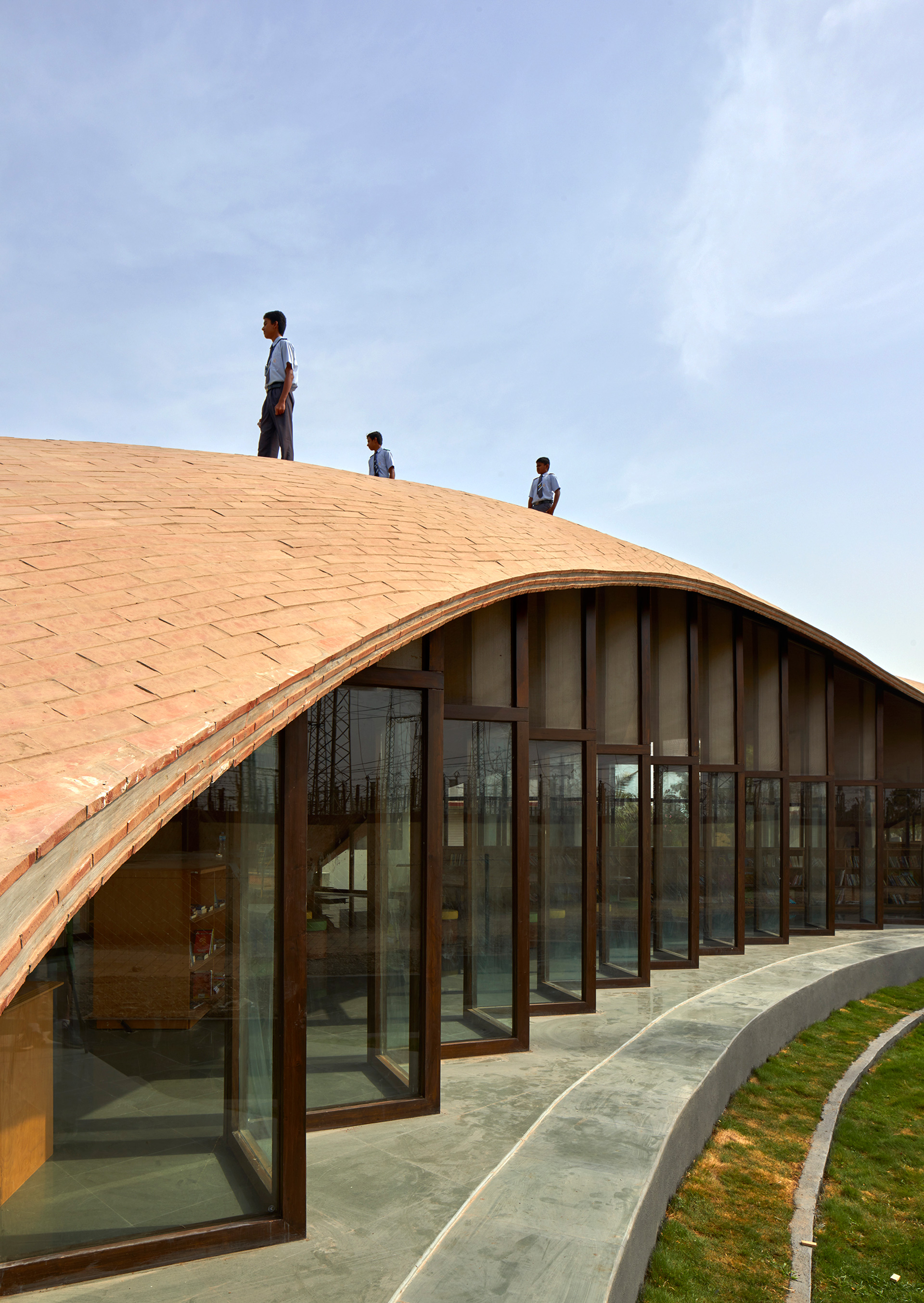Children playing atop the roof of the library | Maya Somaiya Library | sP+a | STIRworld