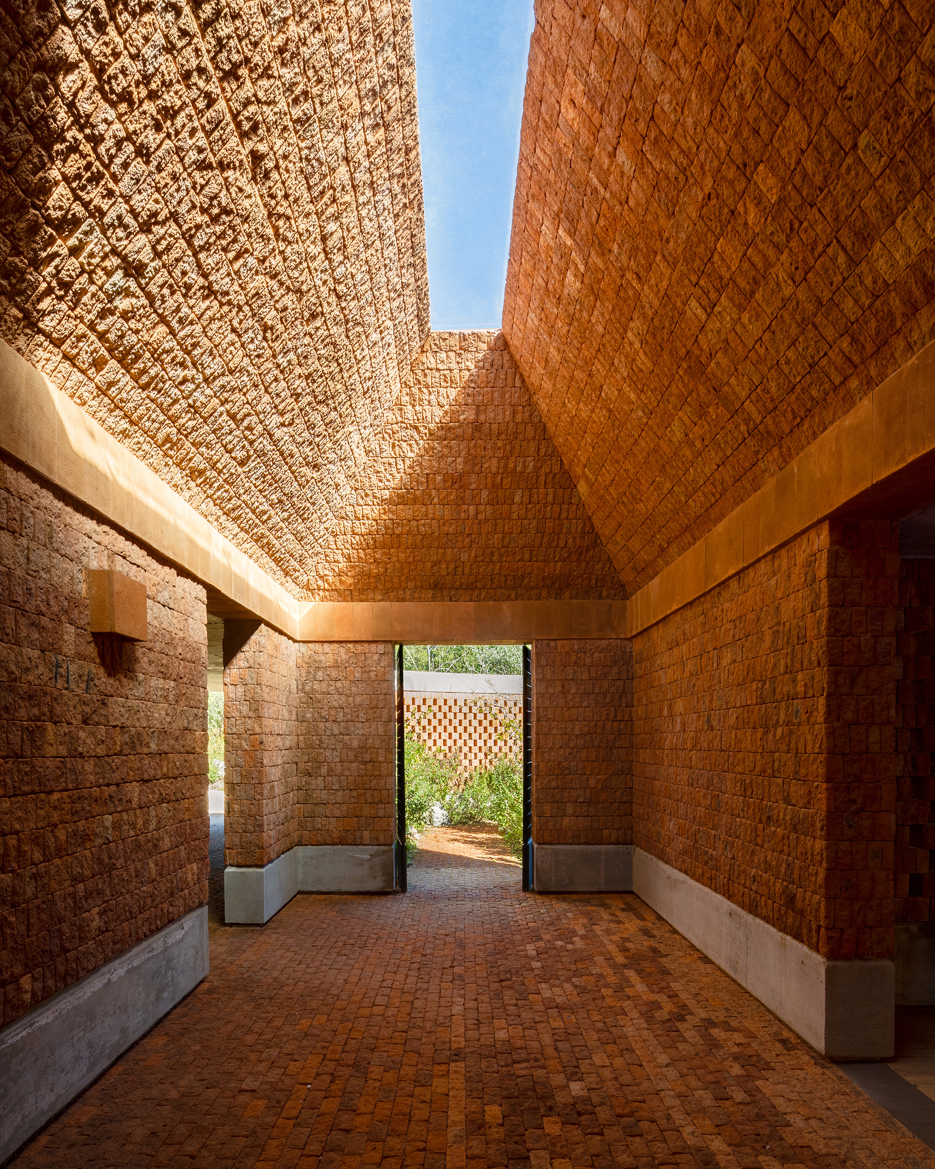 A courtyard with an oculus light well | Fernanda Canales | Terreno House | Mexico | STIRworld