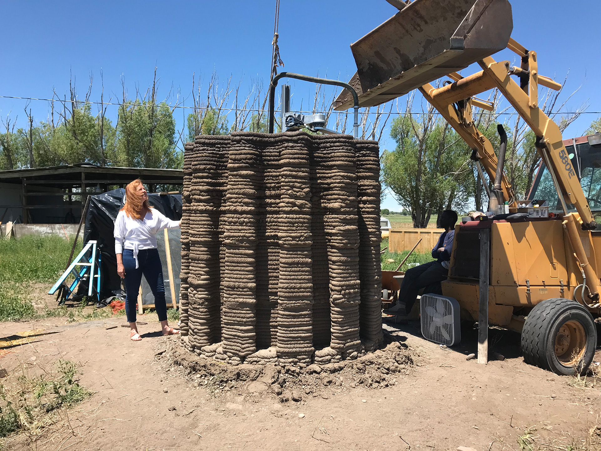 The making of 'Beacon' on site | Mud Frontiers | Emerging Objects | STIRworld