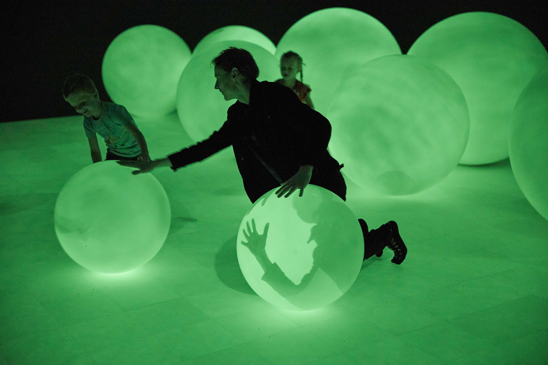 Spherical objects take up space in the museum | Presence | Daan Roosegaarde | Groninger Museum| STIRworld
