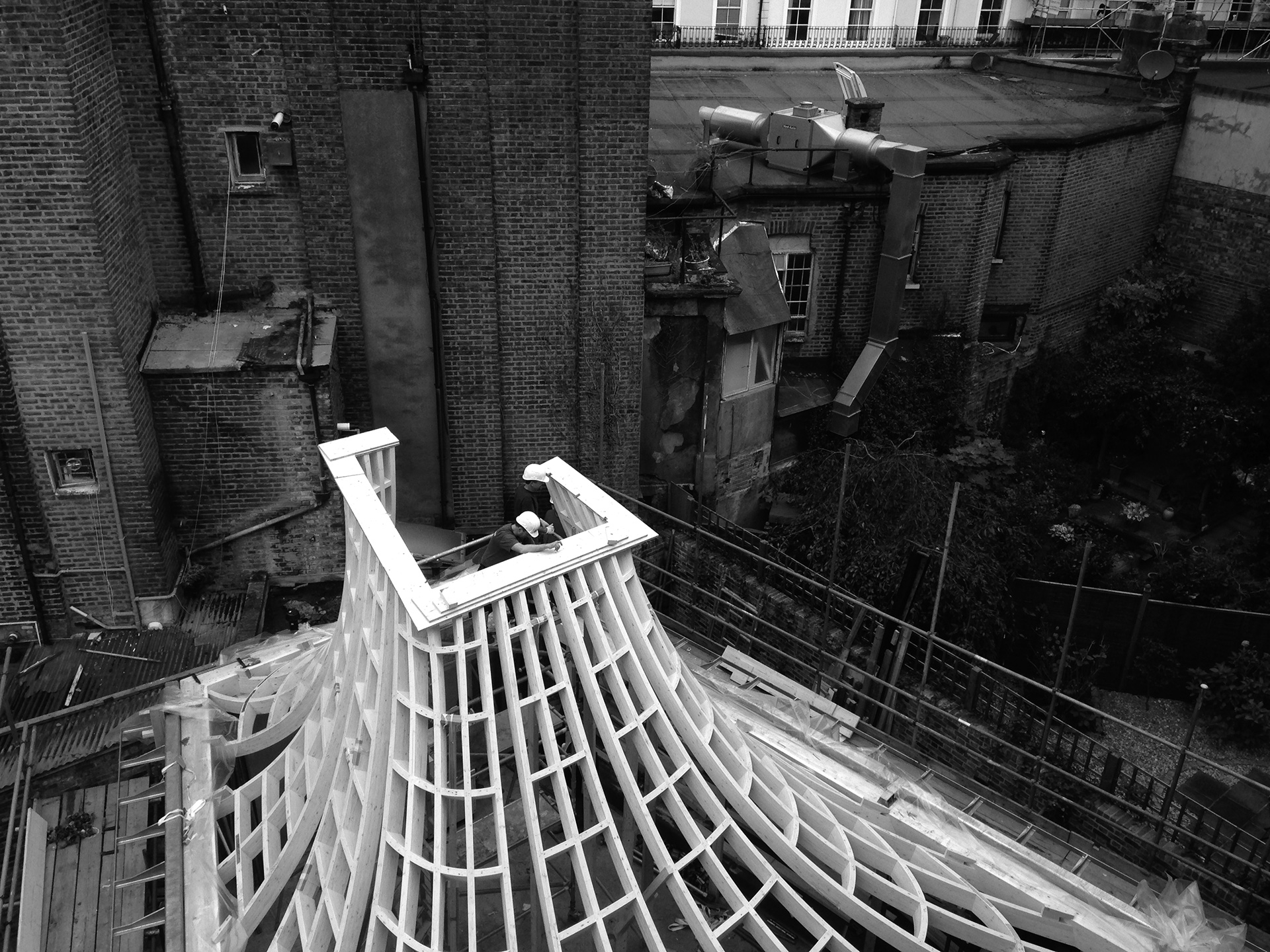 Glulam roof installation | House in a Garden, London by Gianni Botsford Architects | STIRworld