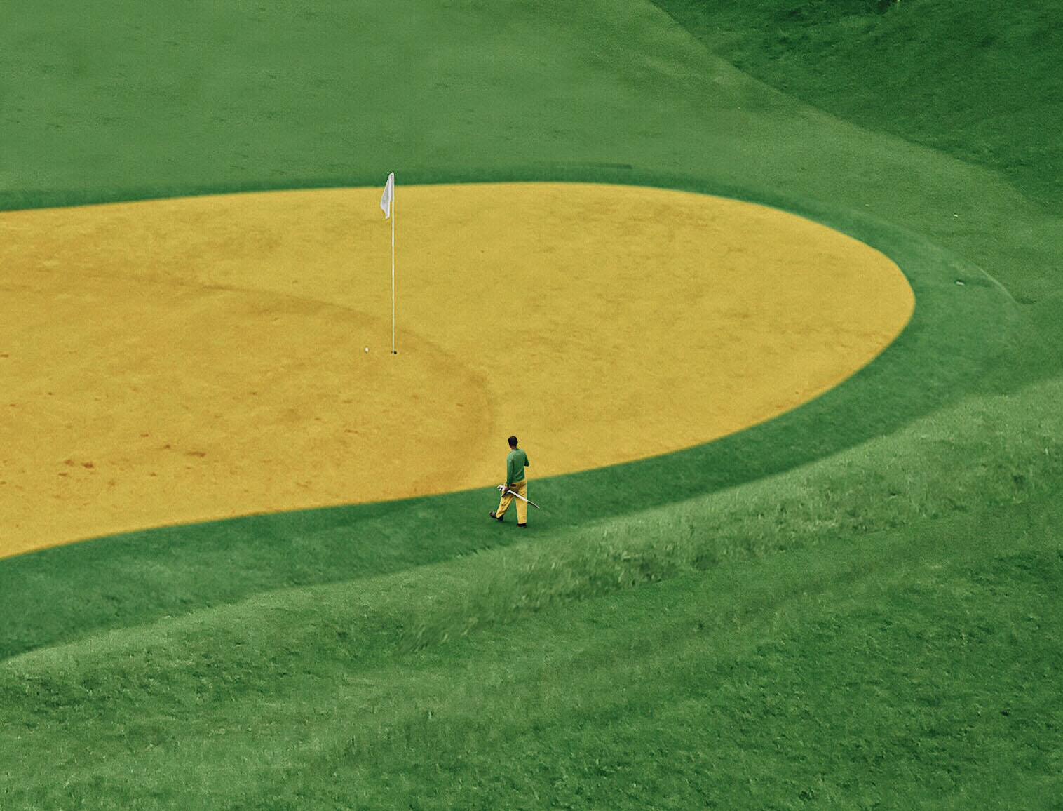 A man in the middle of a golf course | Andhika Ramadhian | STIR