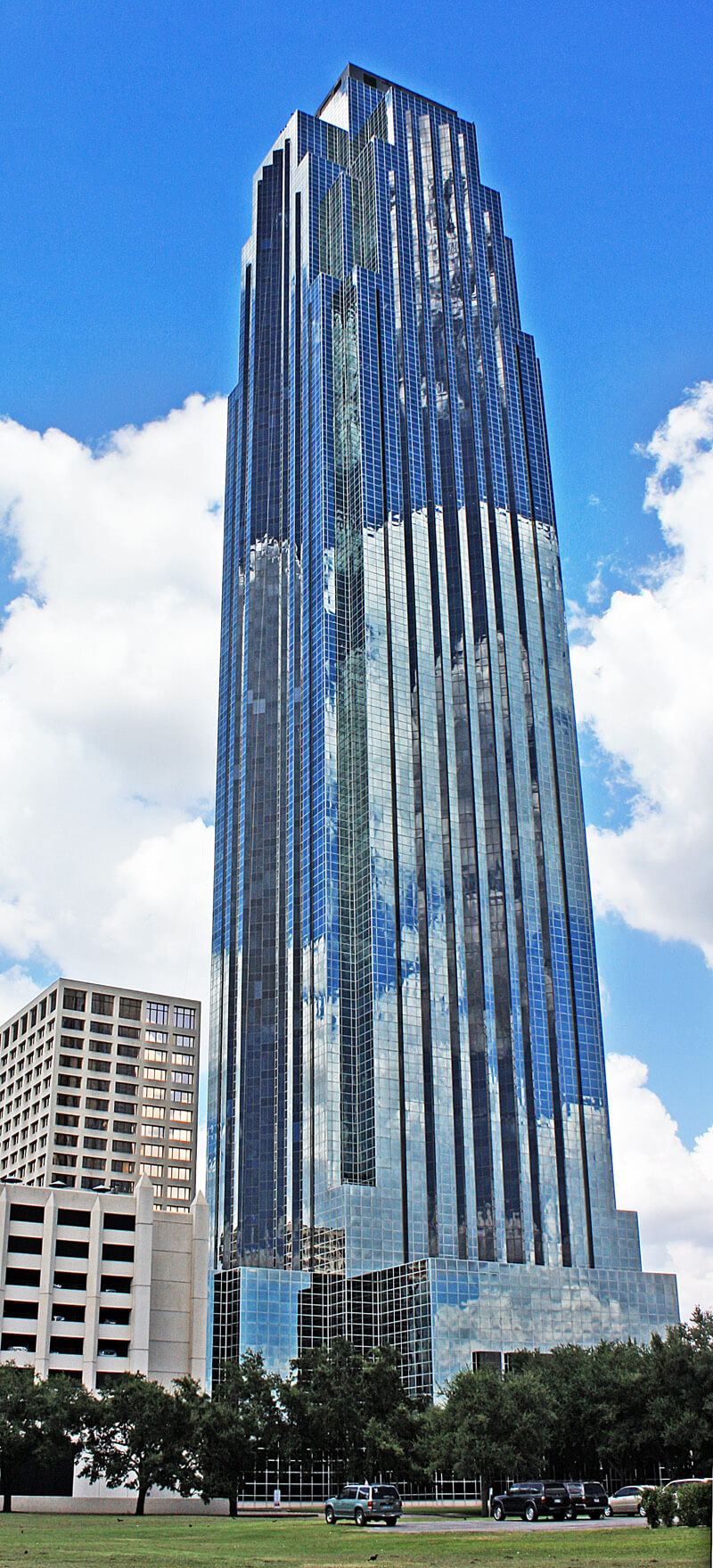 The Williams Tower in Houston, Texas (1983)  | Philip Johnson | STIRworld