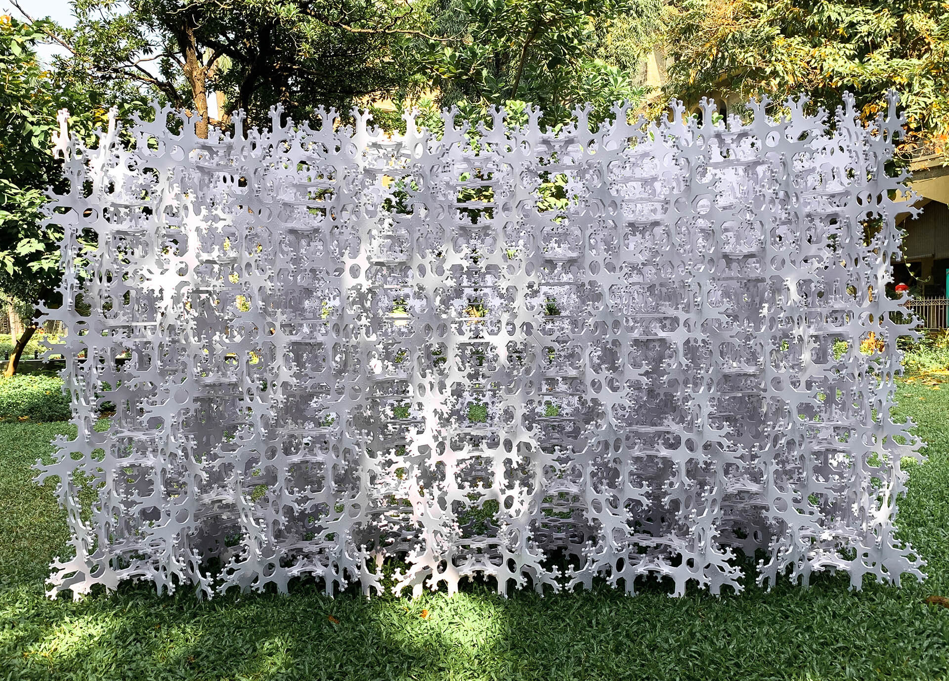 Ivy installation is composed of approximately 2700 discrete interlaced load bearing components |Ivy Pavilion | Nudes | Nuru Karim | STIRworld