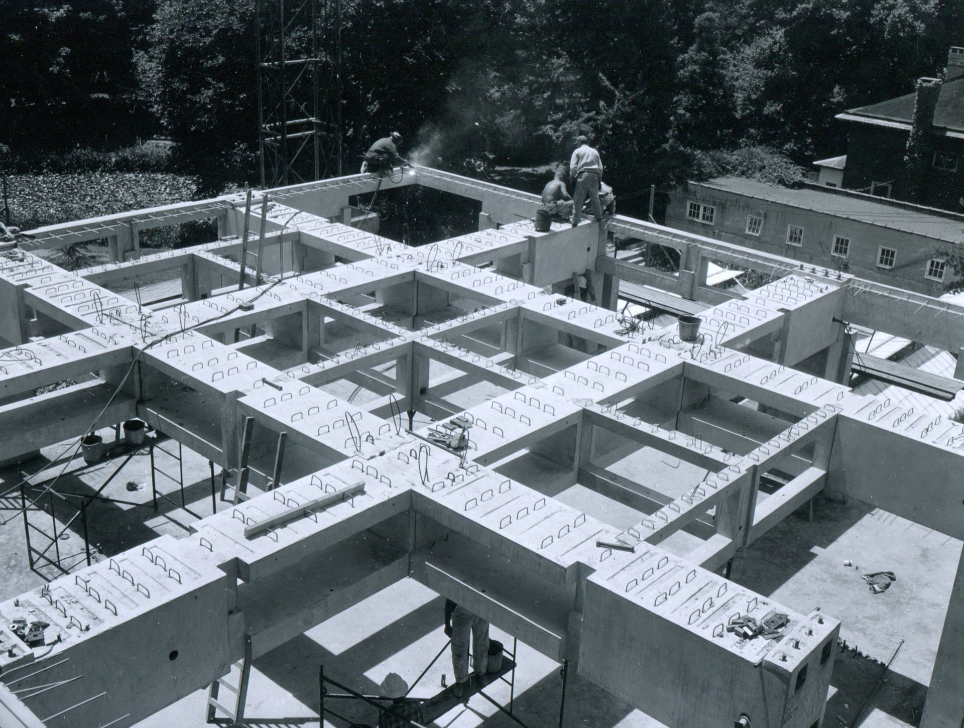 Construction of the floor slab - Richards Medical Research Building (Philadelphia, Pennsylvania, USA) - architect Louis Kahn, structural consultant August Komendant | Miracles in Concrete | Louis I Kahn | STIRworld