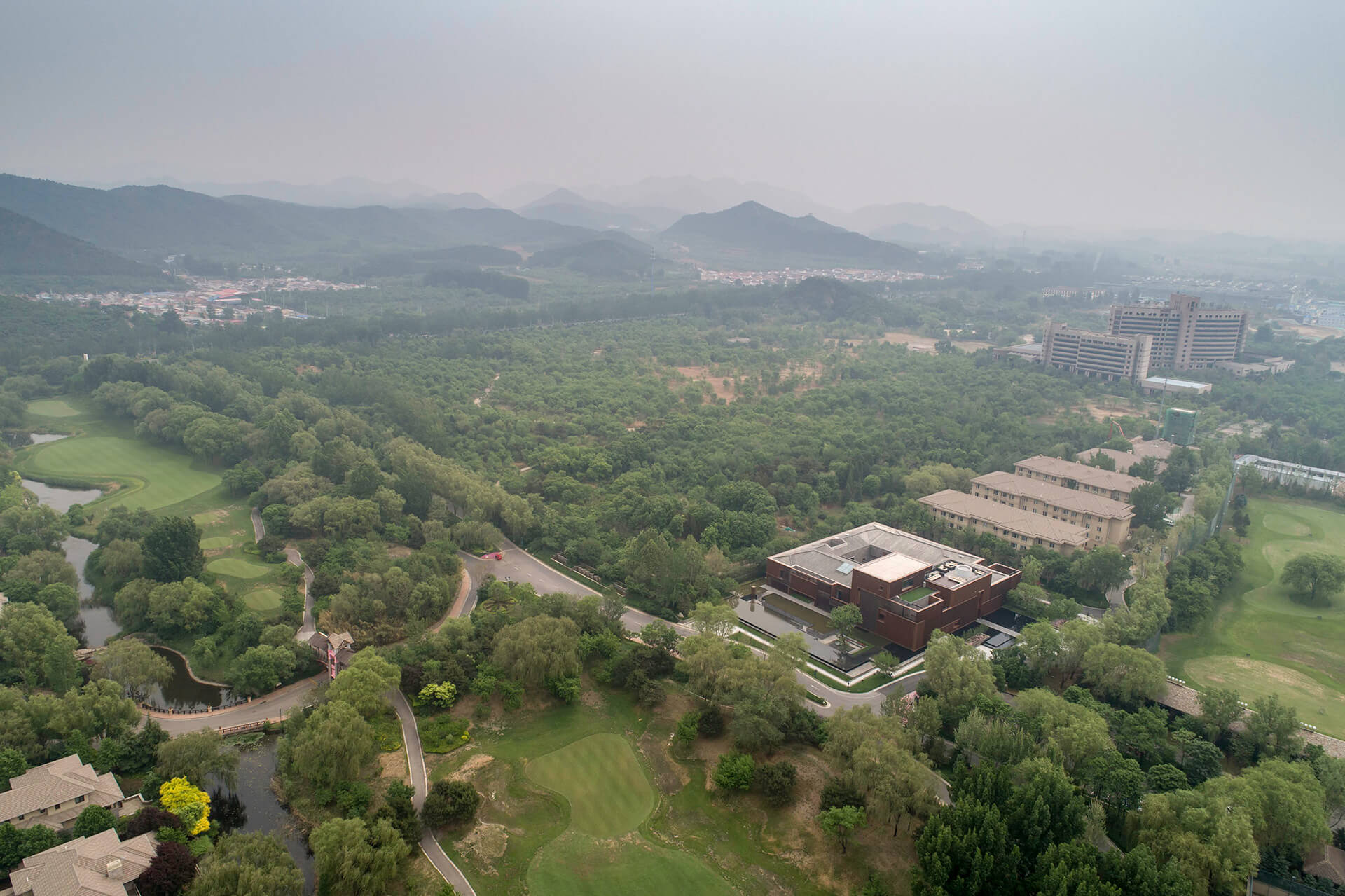Rolling hills, meandering rivers and a verdant terrain compose the context of Junshan Cultural Center  | Junshan Cultural Center | Neri&Hu | STIRworld