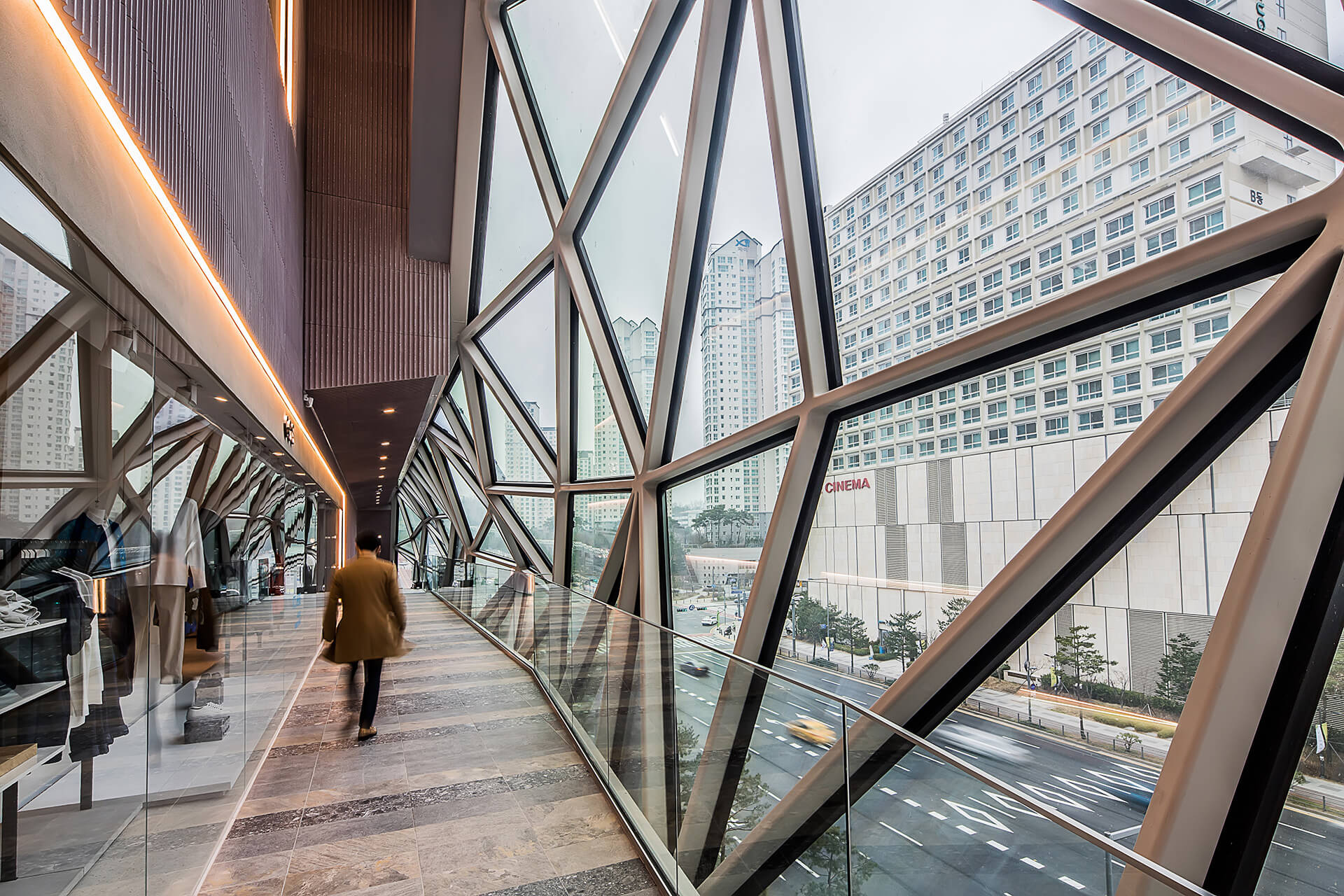 Inside the 'Public Loop' – the glass route inside the retail store | Galleria in Gwanggyo by OMA | STIRworld